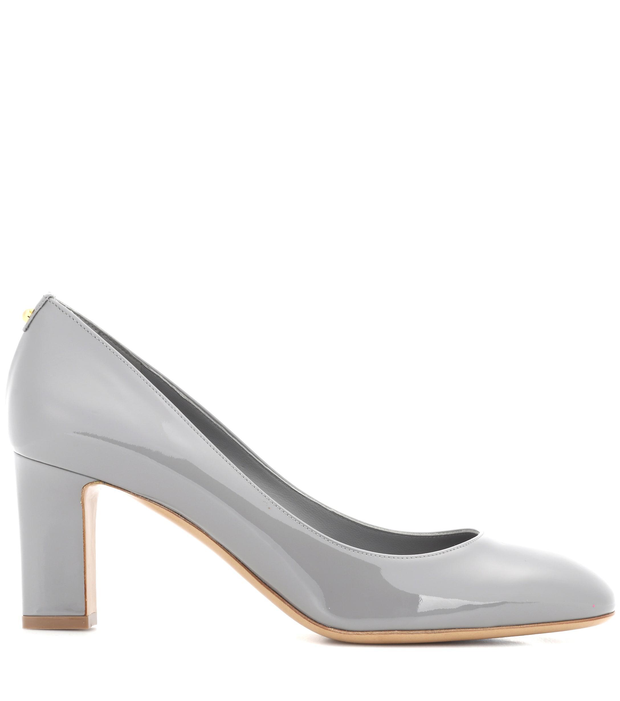Zapatos de salón de charol Ferragamo de Cuero de color Gris