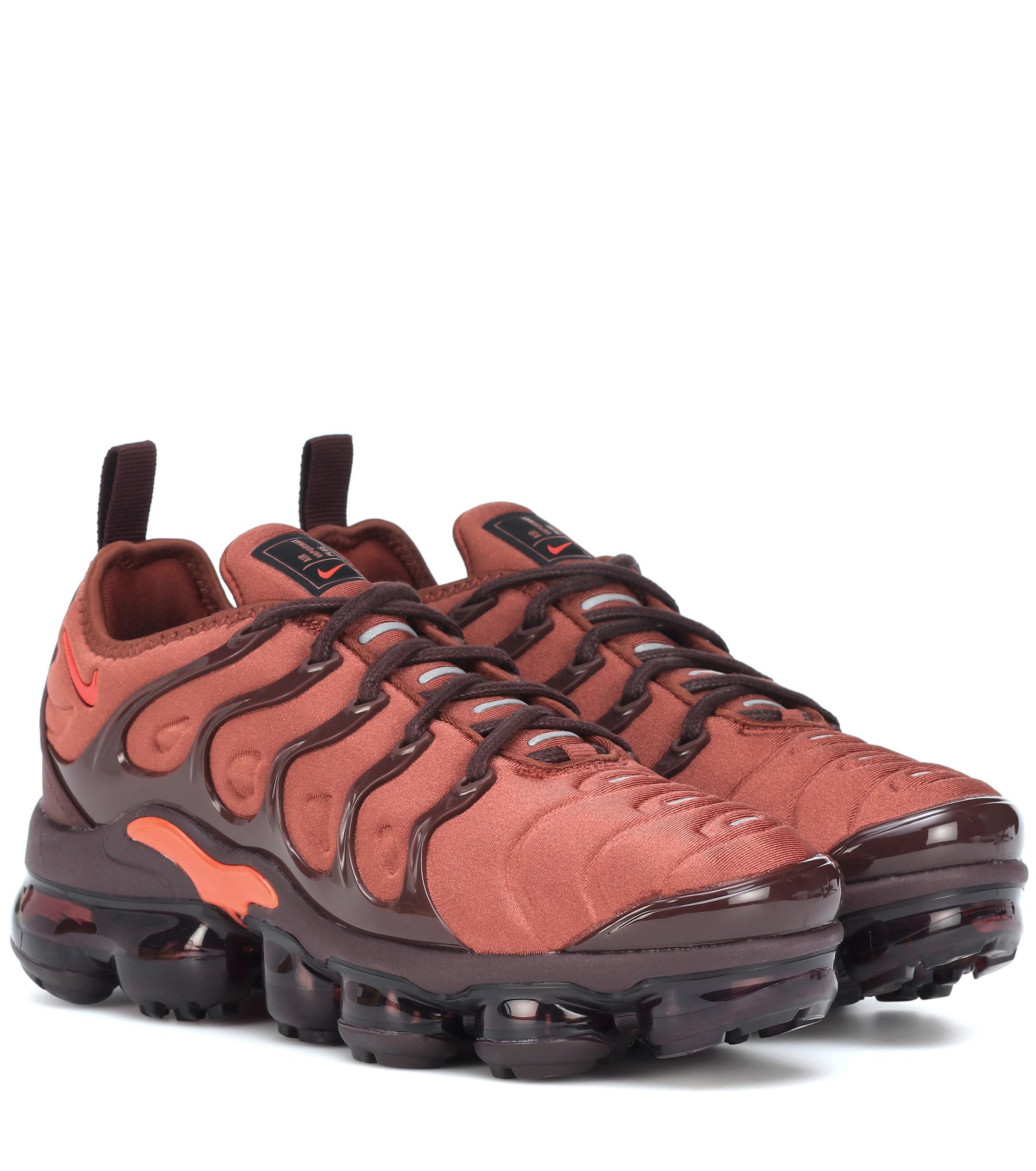 big sale 01638 845b3 Women's Orange Air Vapormax Plus Sneakers