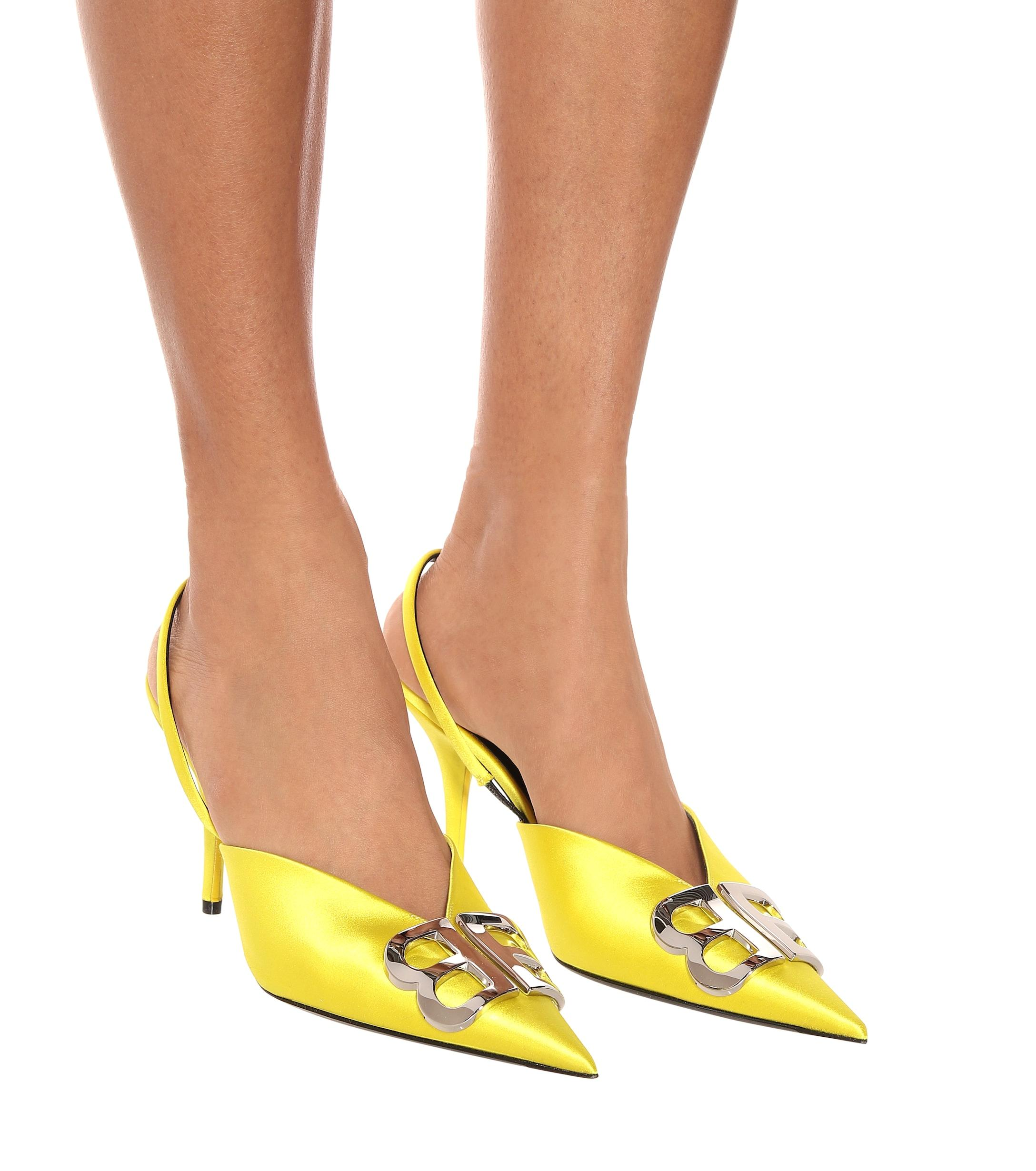 Salones BB de satén destalonados Balenciaga de Raso de color Amarillo