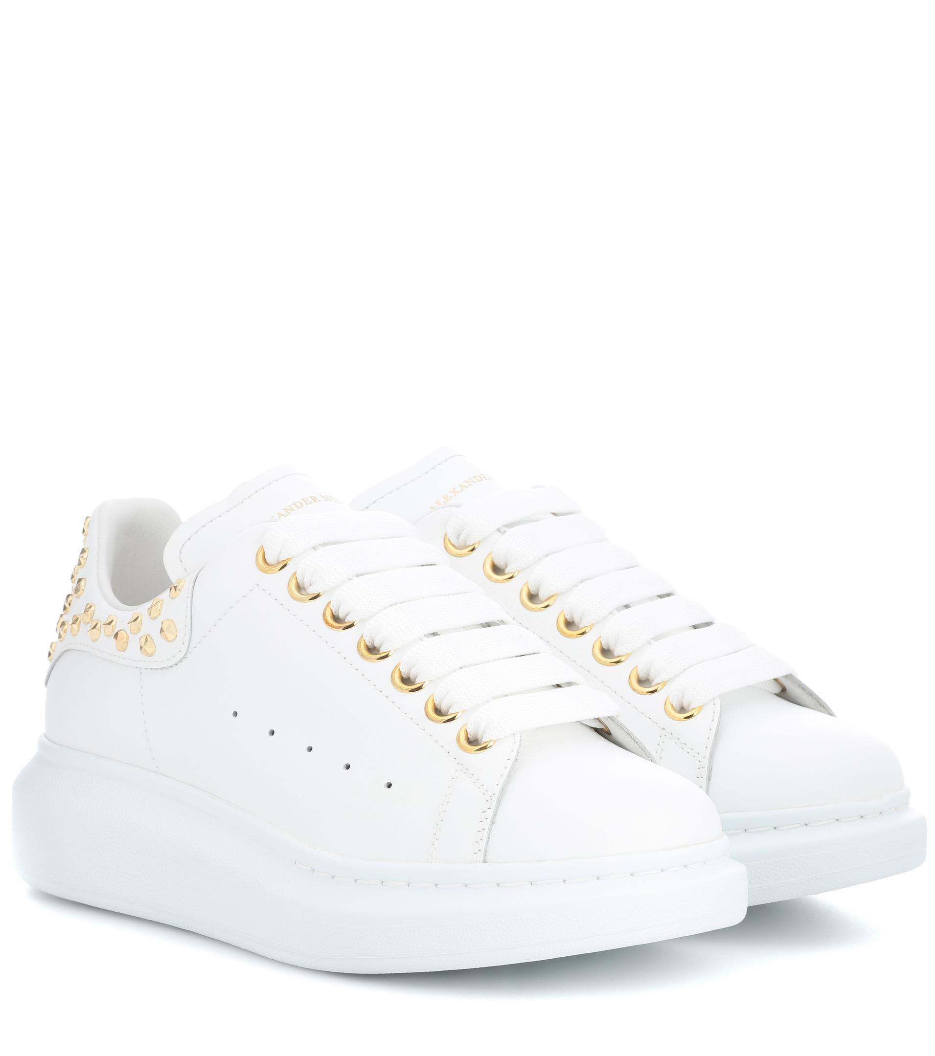 Lyst - Baskets en cuir clouté Alexander McQueen en coloris Blanc 0de71aa00cf