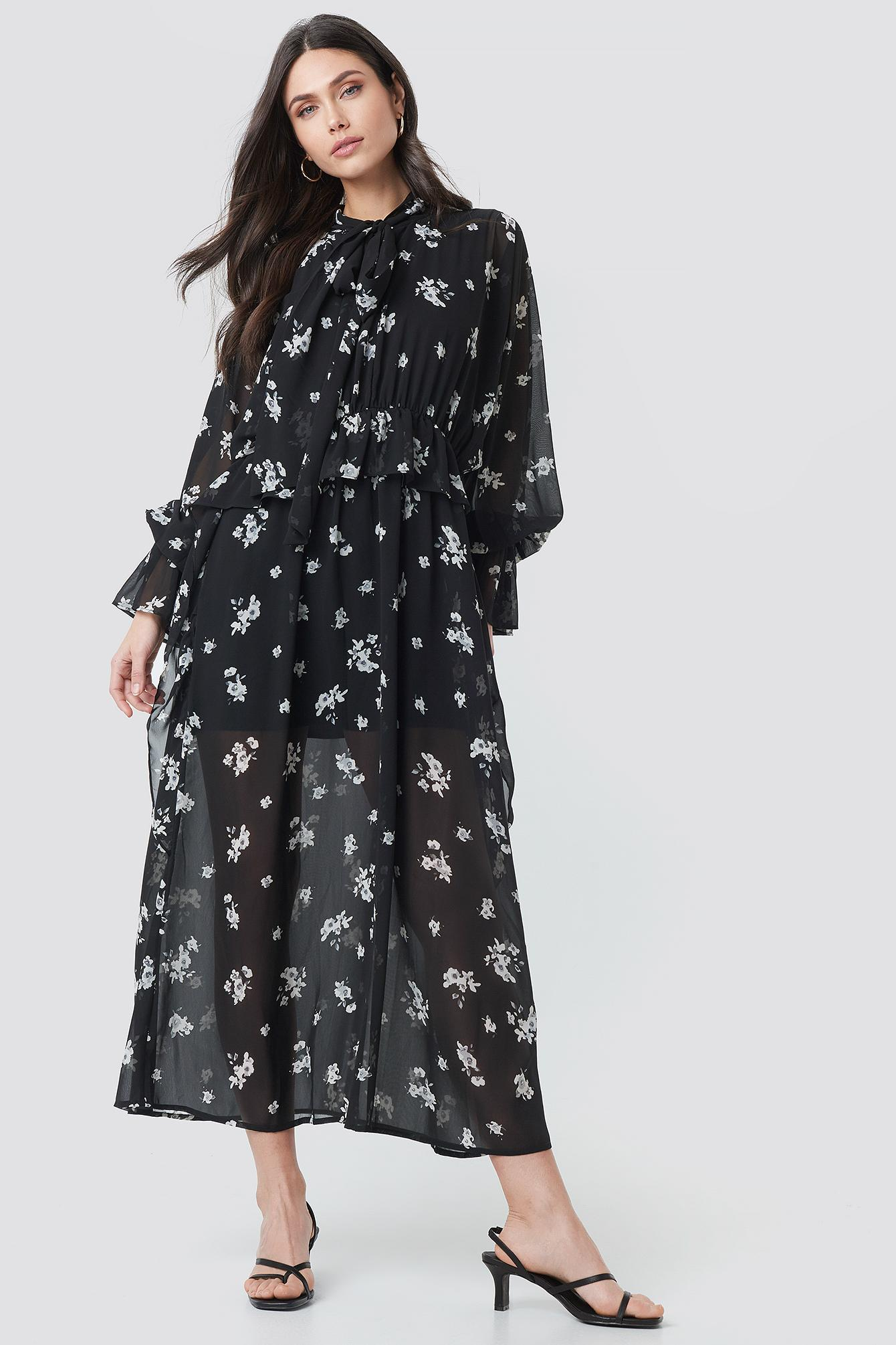 a5f213c065 Lyst - NA-KD Tie Collar Printed Maxi Dress Black/white Flower Print ...