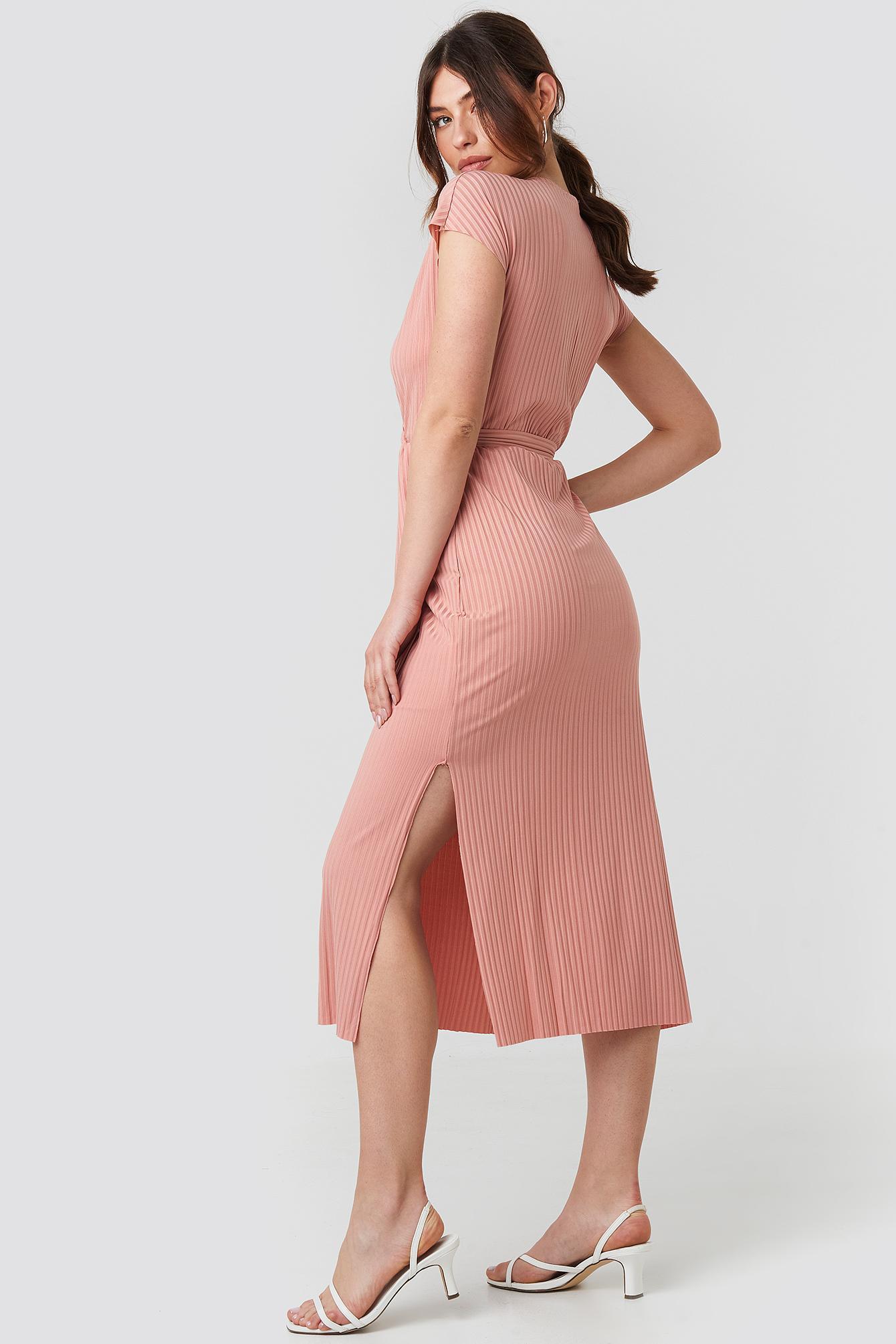 Belt Detailed Midi Dress Synthétique Trendyol en coloris Rose