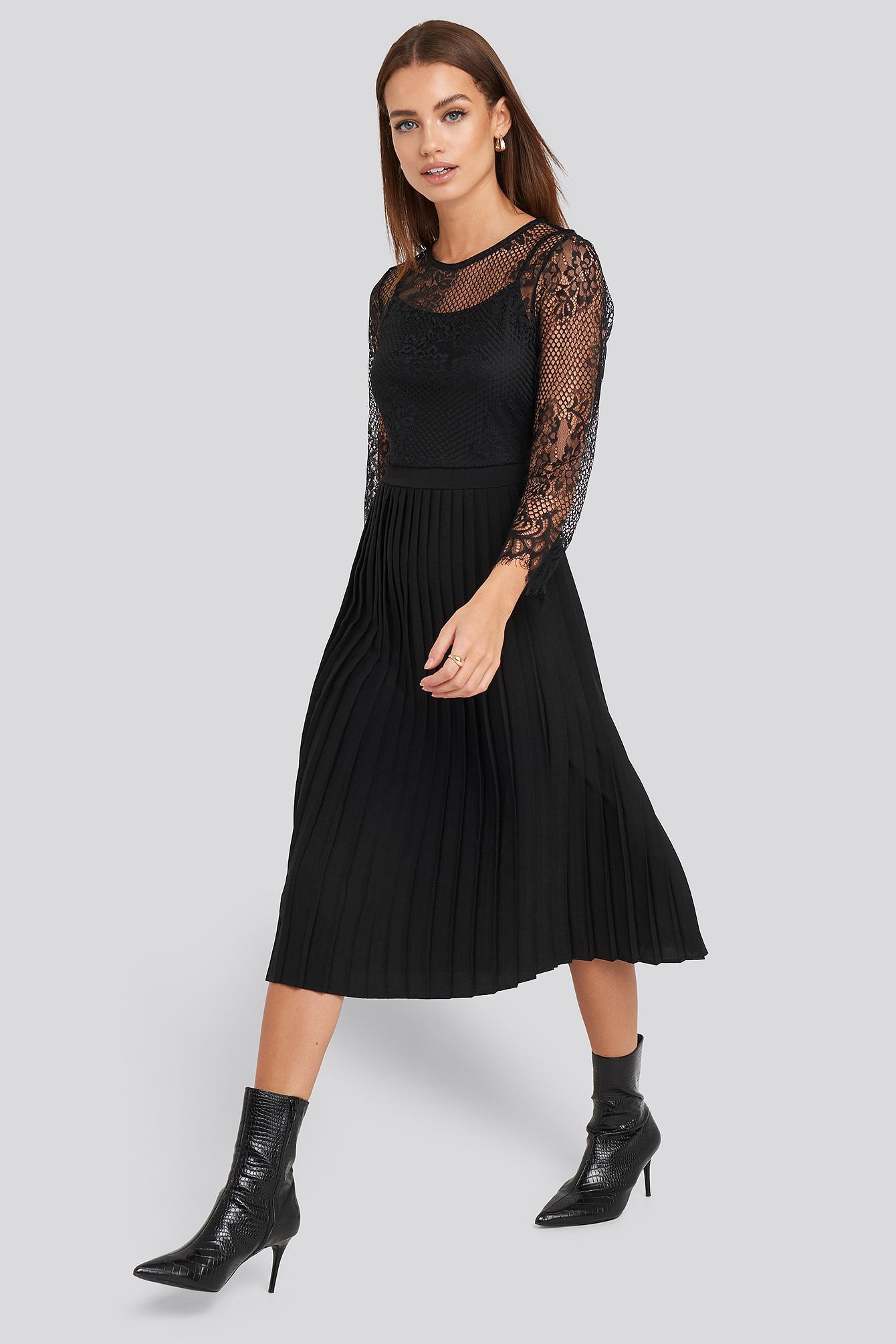 Contrast Lace Midi Dress NA-KD en coloris Noir