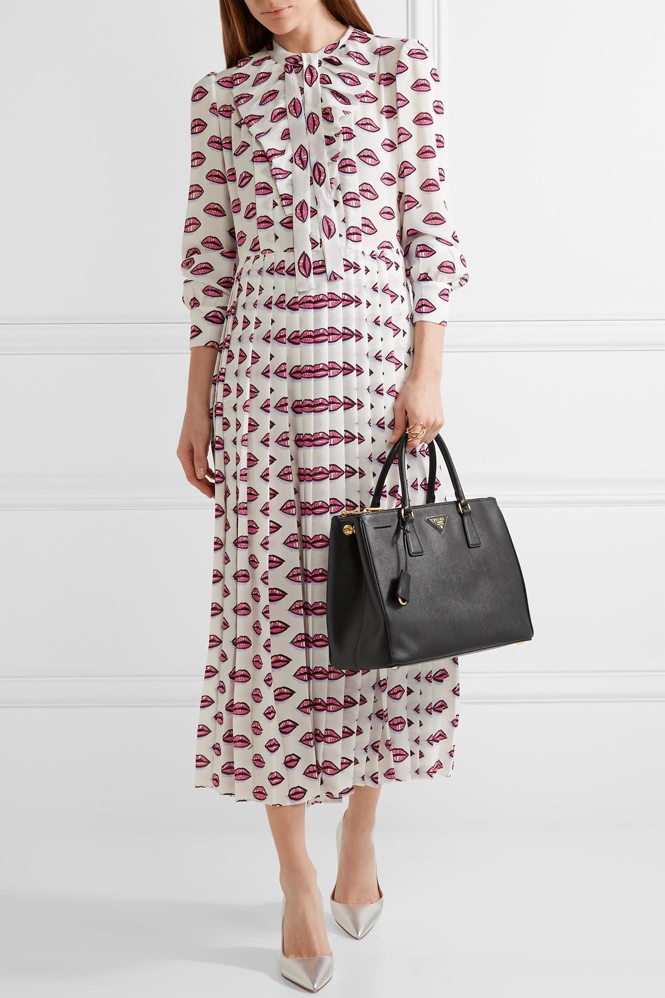 2c268a6ccd8e Lyst - Prada Galleria Medium Textured-Leather Tote in Black - Save 21%