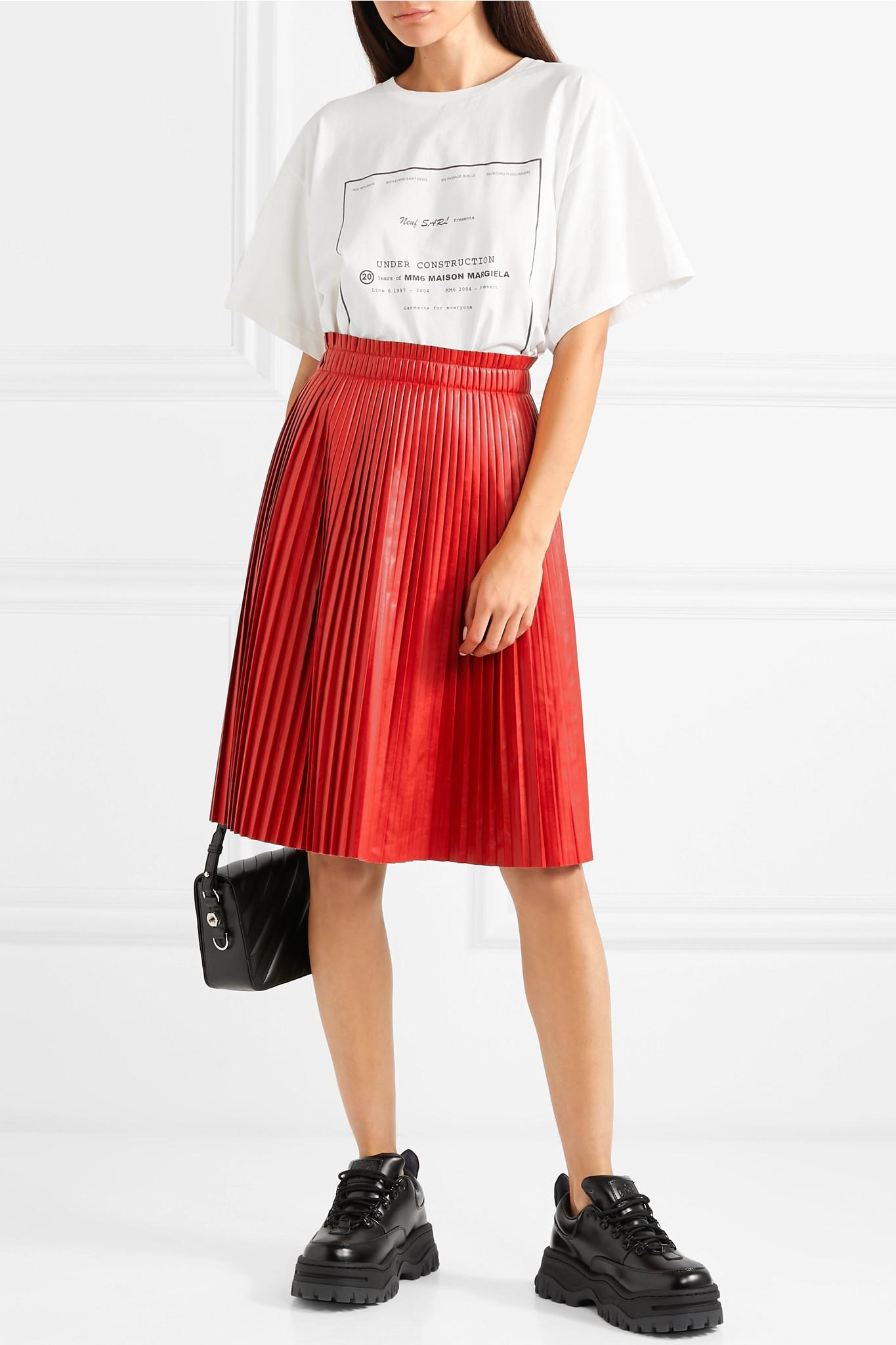 2d4b46abe5 we11done - Red Pleated Faux Leather Skirt - Lyst. View fullscreen