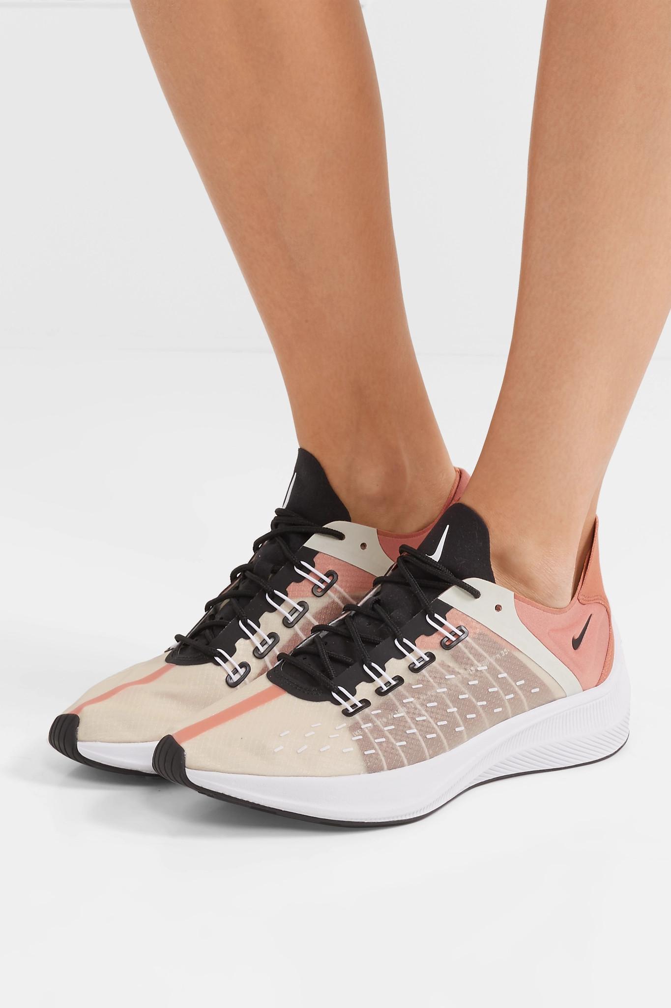 Nike Women's Future Fast Racer Low