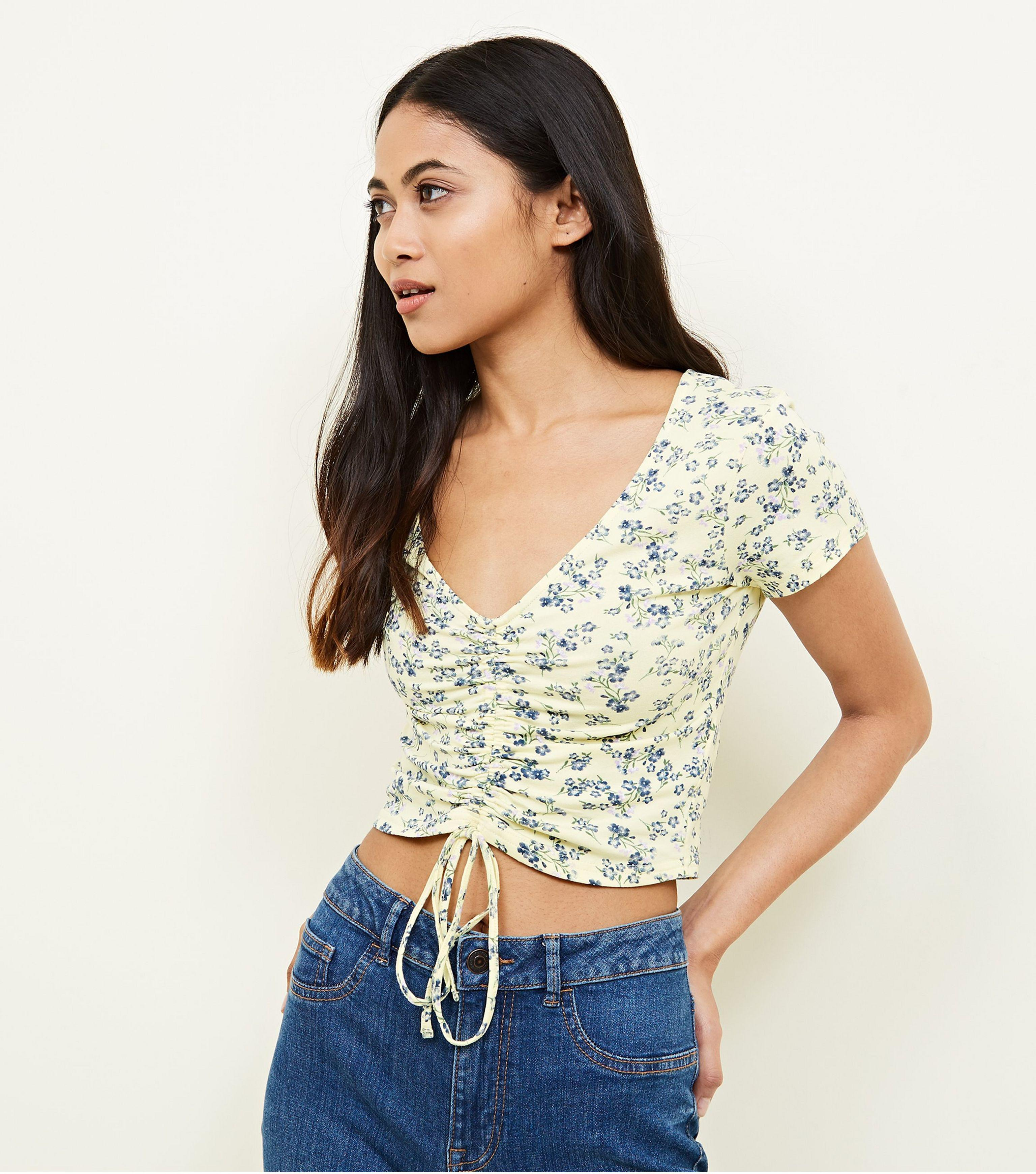 8aea7a565a2b5 New Look Petite Yellow Ditsy Floral Ruched Crop Top in Yellow - Lyst