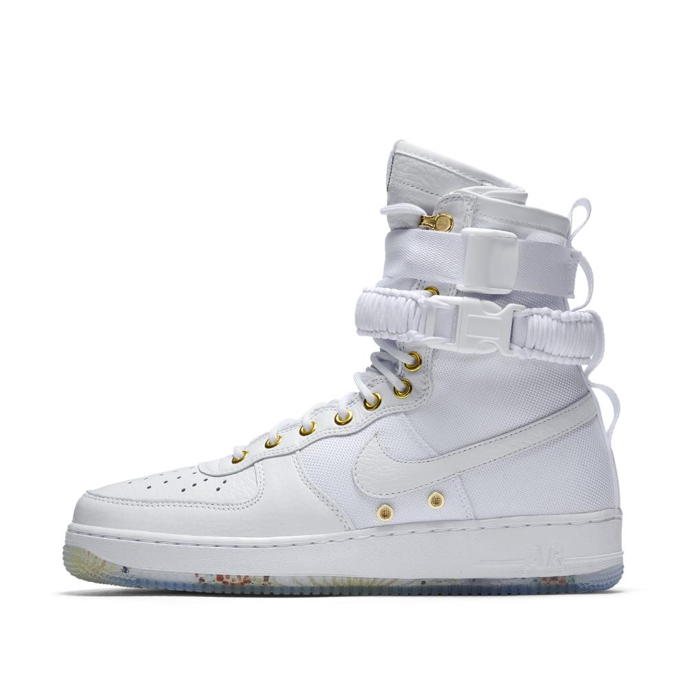 lyst nike sf air force 1 lny qs delle scarpe maschili in bianco per gli uomini.