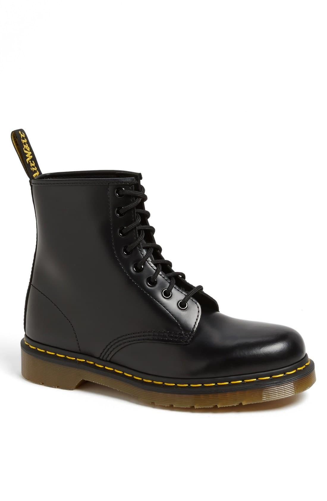 https://cdna.lystit.com/photos/nordstrom/6786a825/dr-martens-Black-Smooth-1460-Boot.jpeg
