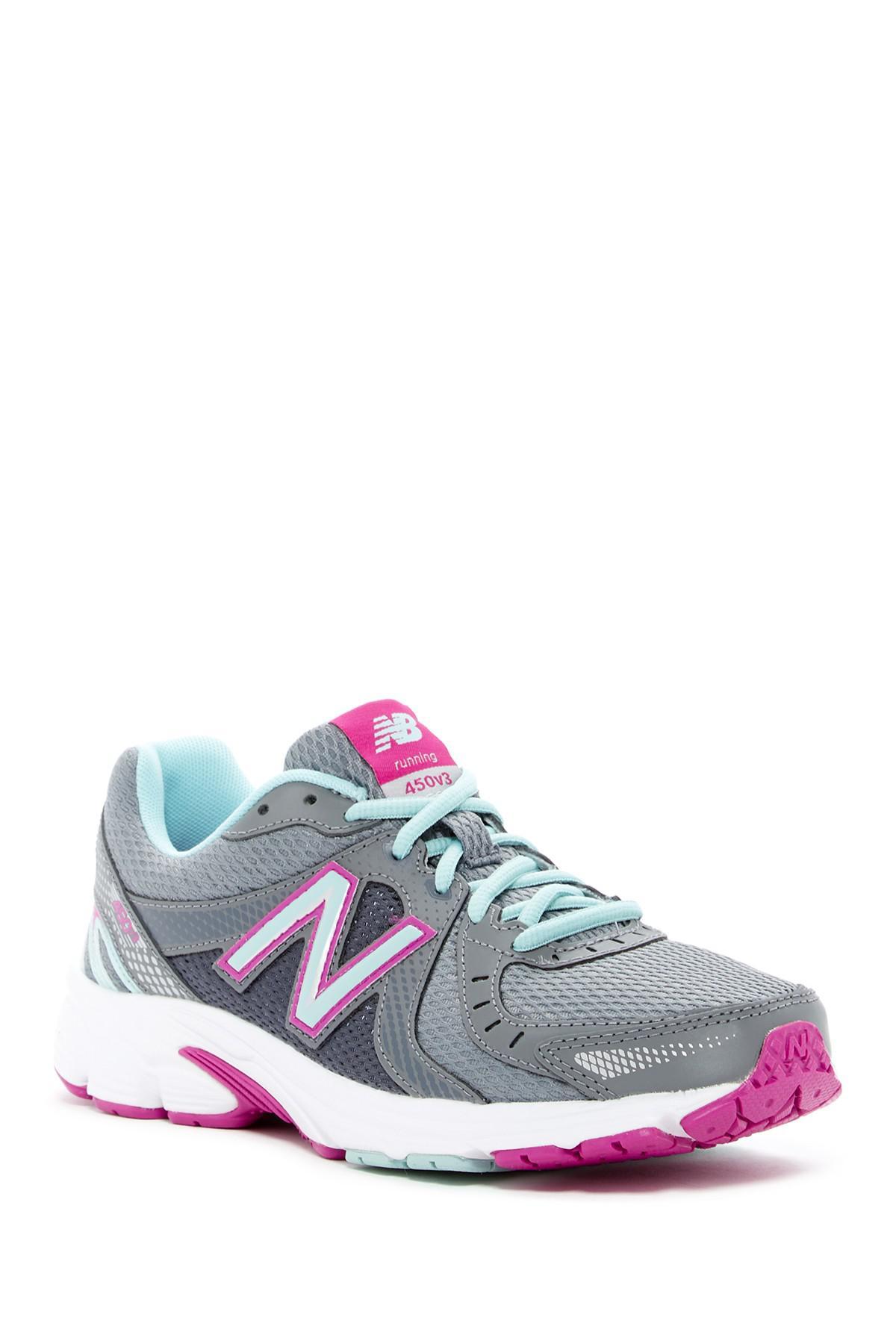 450v3 Running Sneaker in Grey (Gray