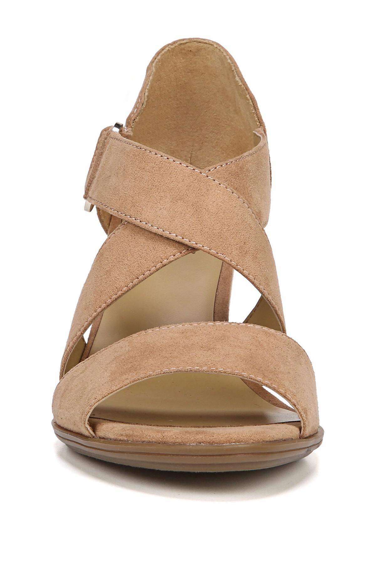 Naturalizer Lindy Sandal - Wide Width