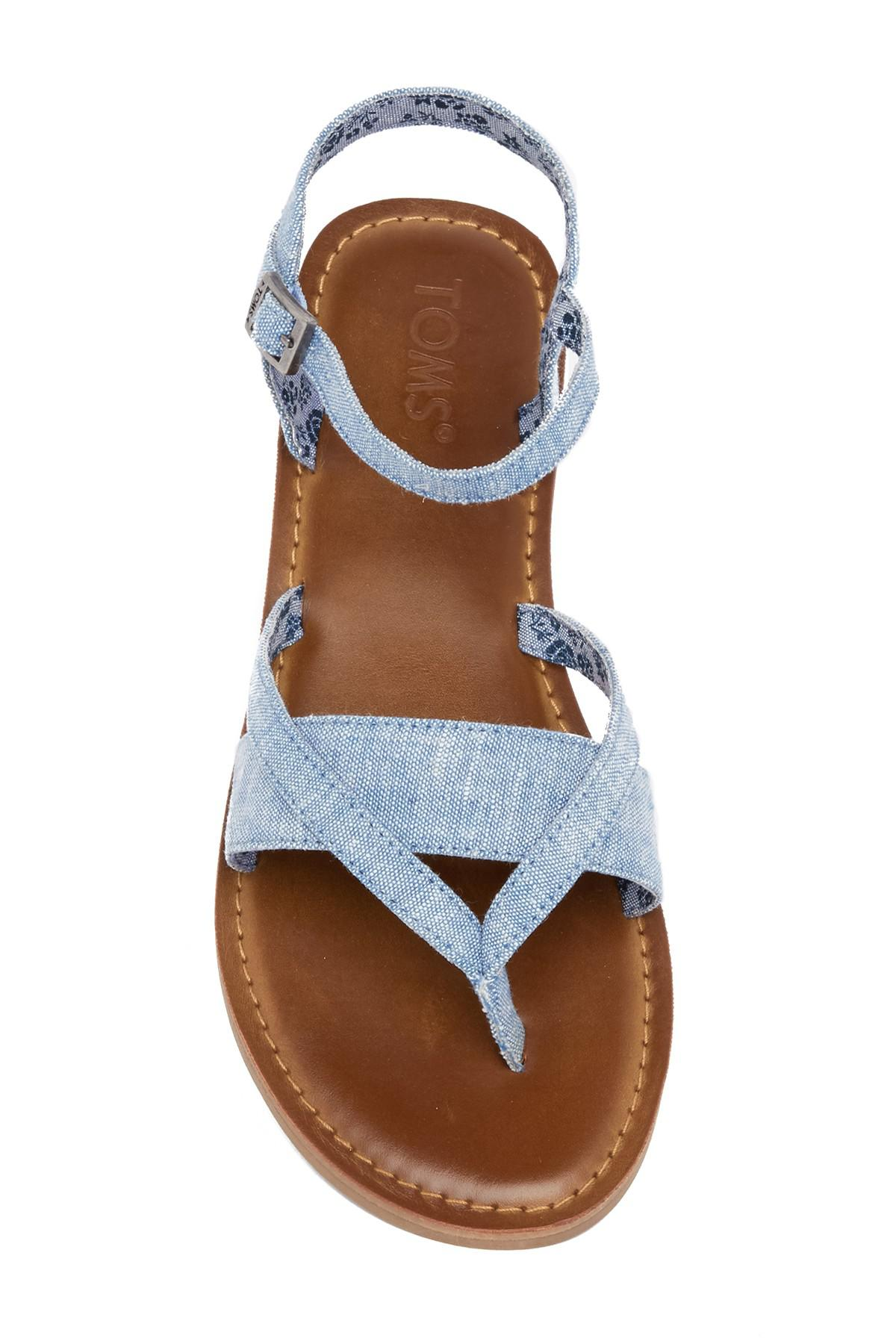 2f5be143a770d Lyst - TOMS Lexie Chambray Thong Sandal in Blue