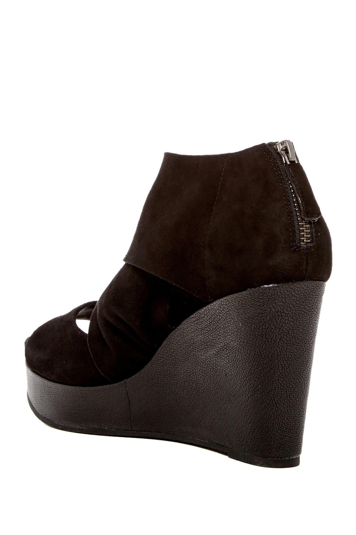 Donald Pliner Leather Suede Heel Shoes