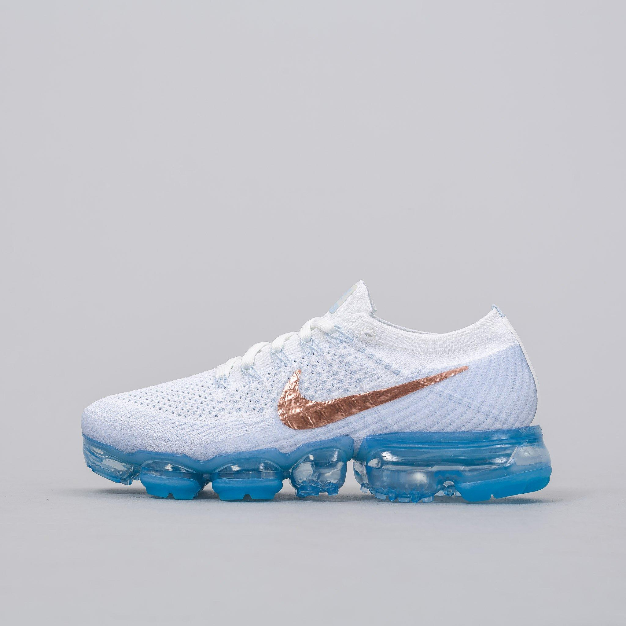 91807ab744d Lyst - Nike Women s Air Vapormax Flyknit In Summit White red Bronze ...