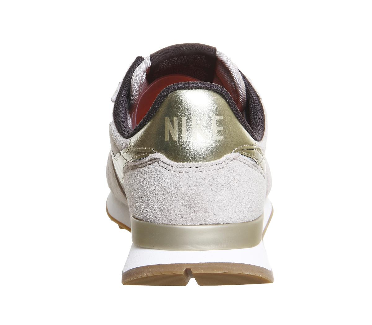 Nike Internationalist Suede Low-Top Sneakers in Gold (Natural) for Men
