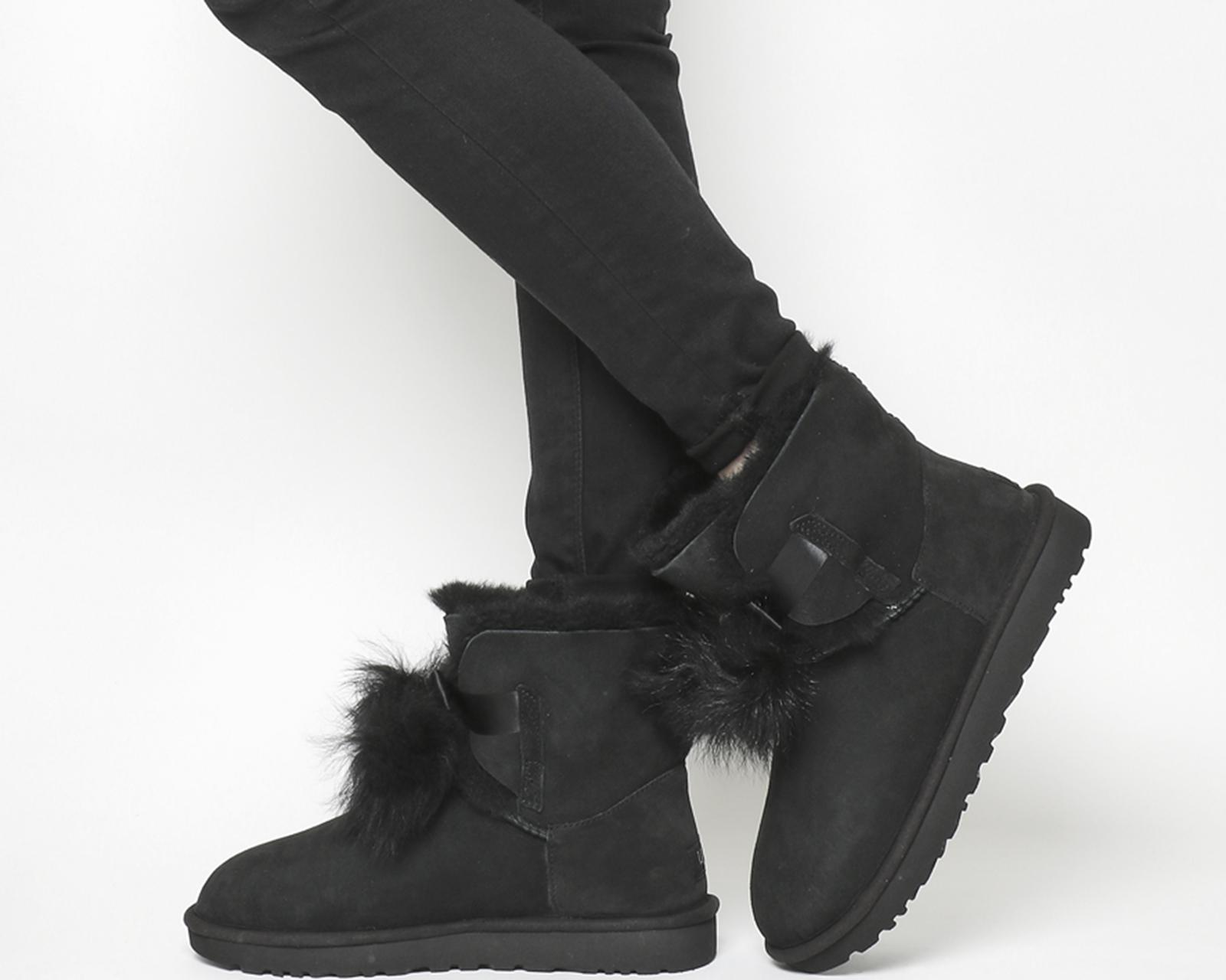 e9d9013faa59 In Black Lyst Pom Boots Ugg Gita UnqITY