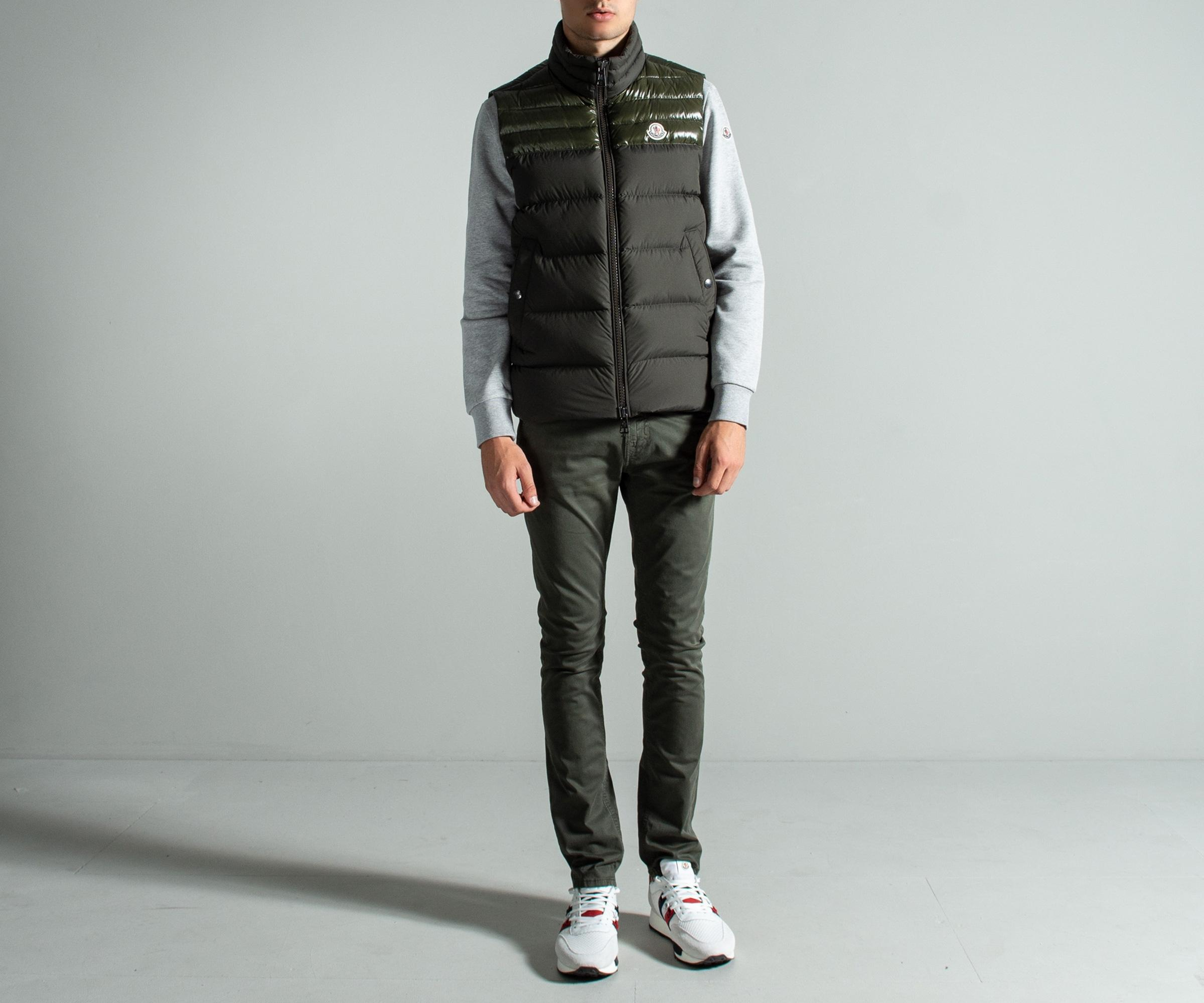 8640046efad8 Moncler  deneb  Gilet Military Green in Green for Men - Save 20% - Lyst