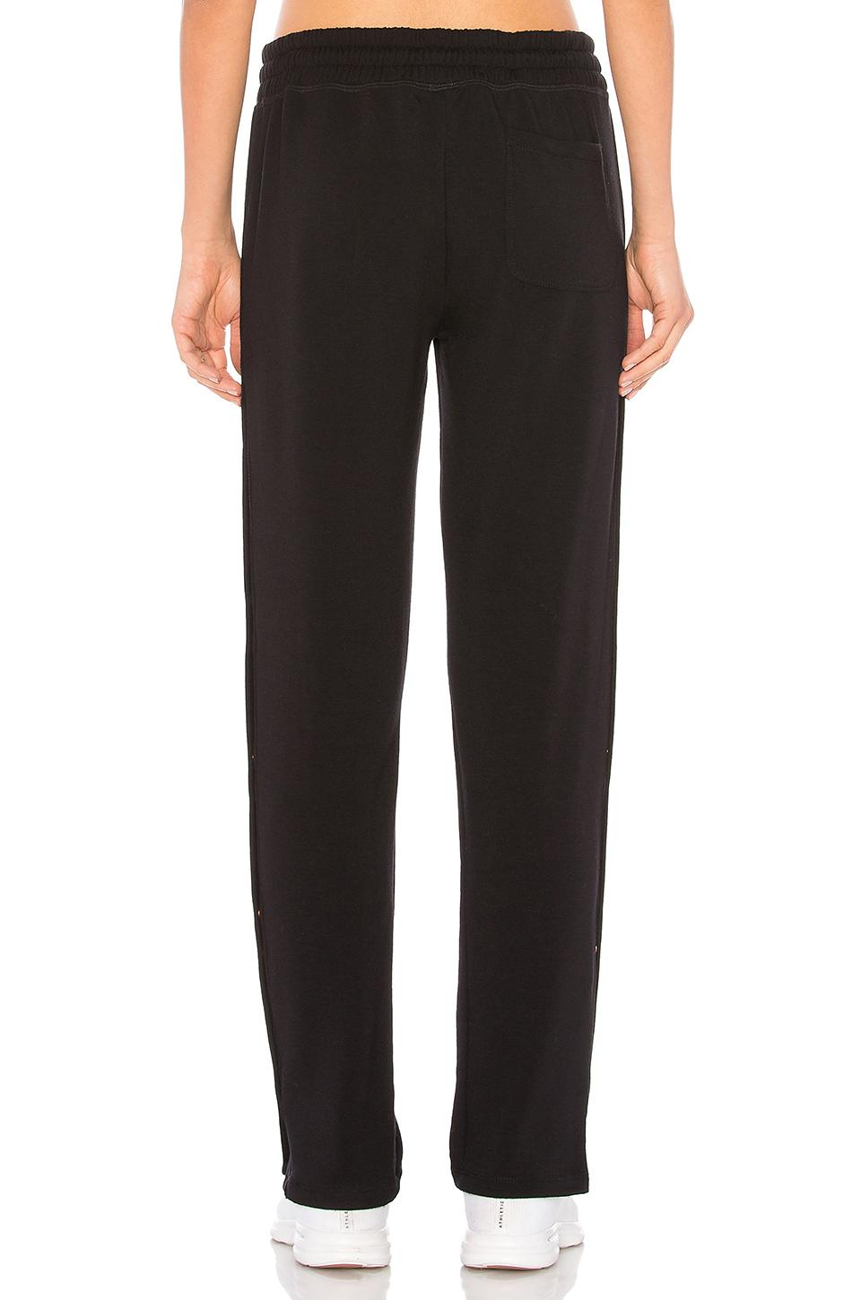 Beyond Yoga Synthetic Snap It Up Sweatpant in Black