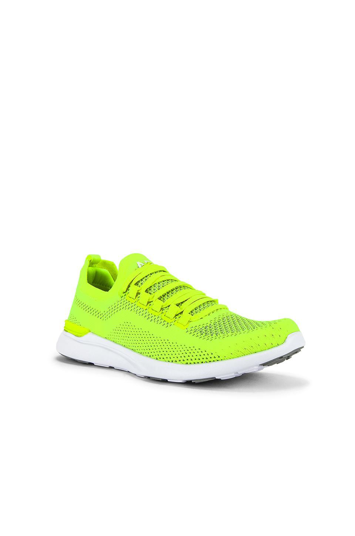 Zapatilla deportiva techloom breeze APL Shoes de color Amarillo