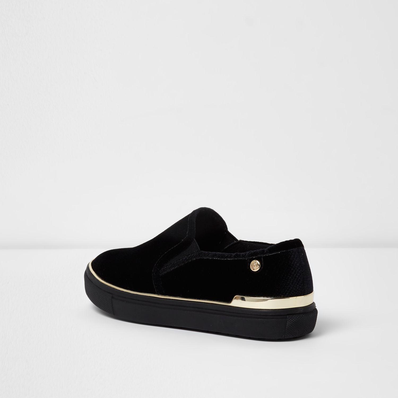 Black Wide Fit Gold Tone Slip