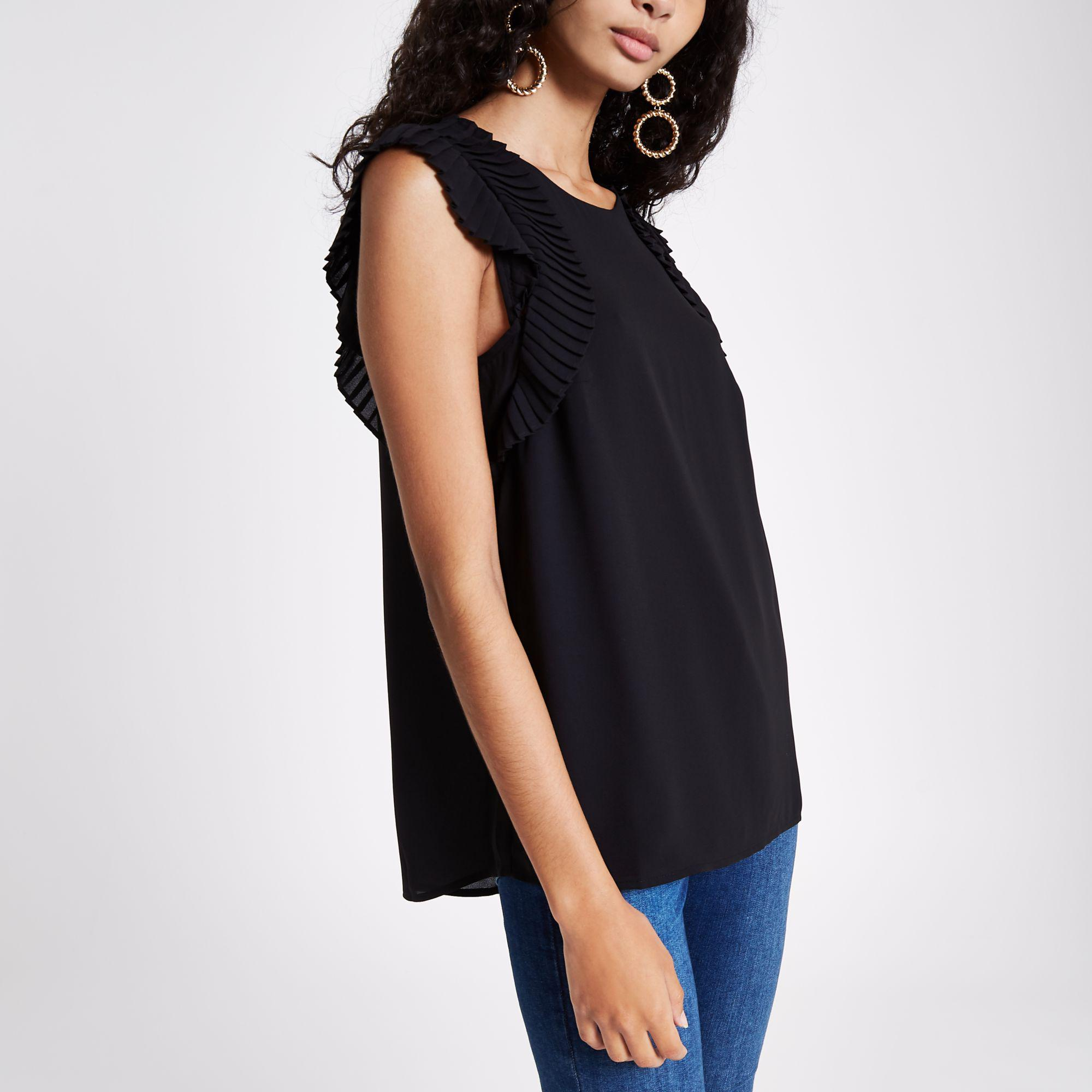 dae14eb883ad7 Lyst - River Island Black Pleated Shoulder Top in Black