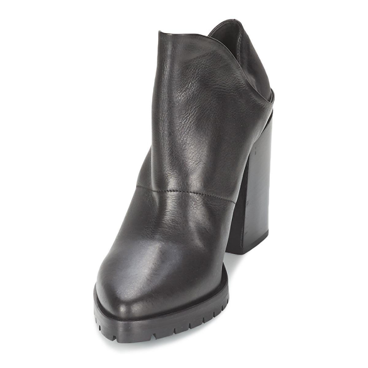 Strategia Taklo Low Ankle Boots in Black - Save 10%