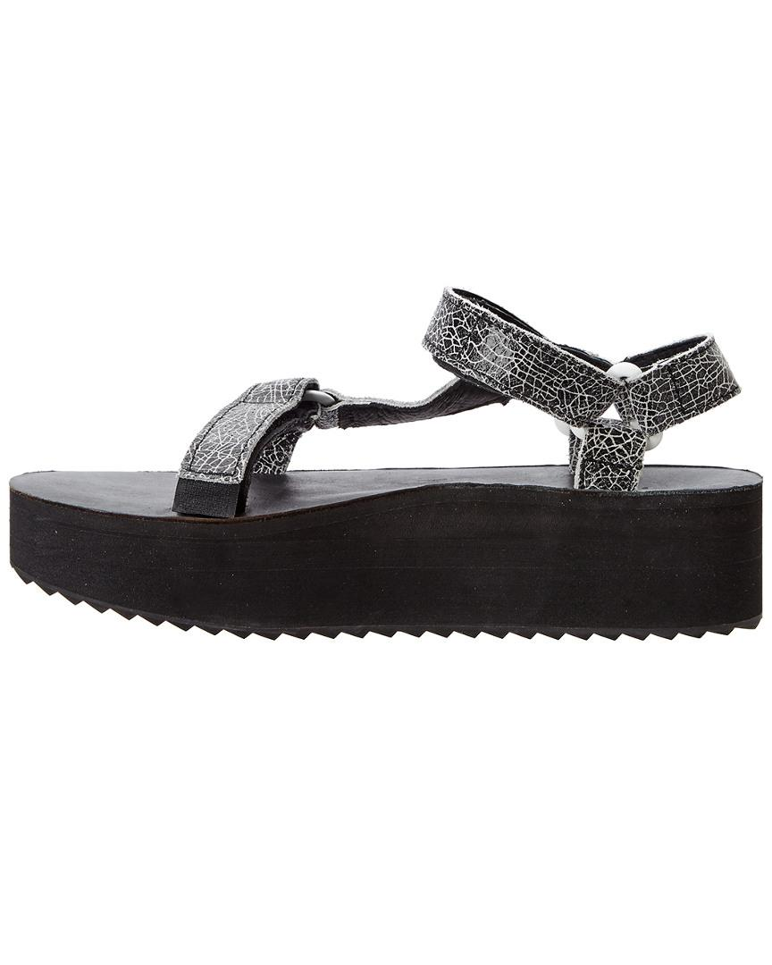 0a77c349146 Teva Women s Flatform Universal Crackle Leather Sandal in Black - Lyst