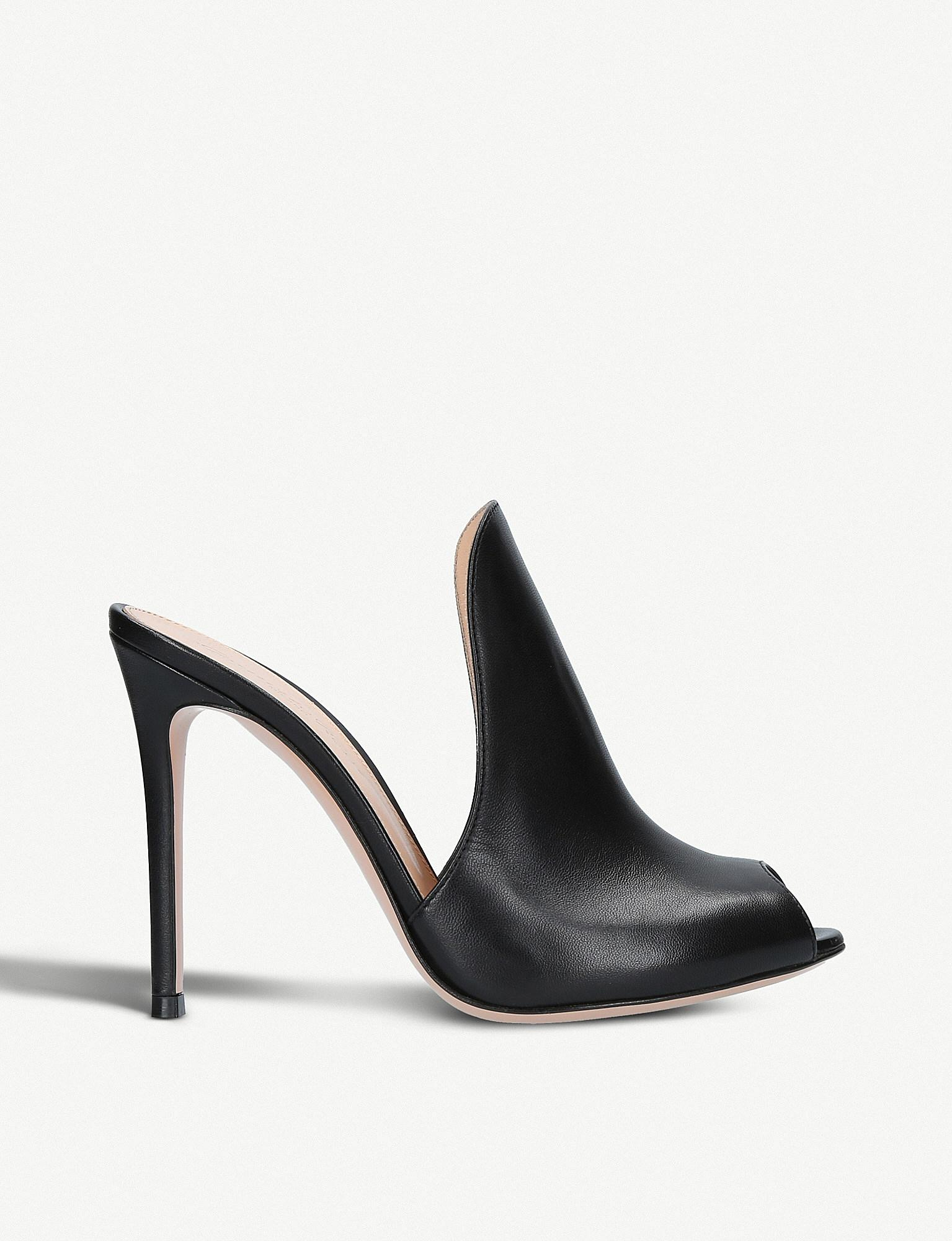 6ba532b4e4159 Gianvito Rossi Aramis 105 Leather Heeled Mules in Black - Lyst