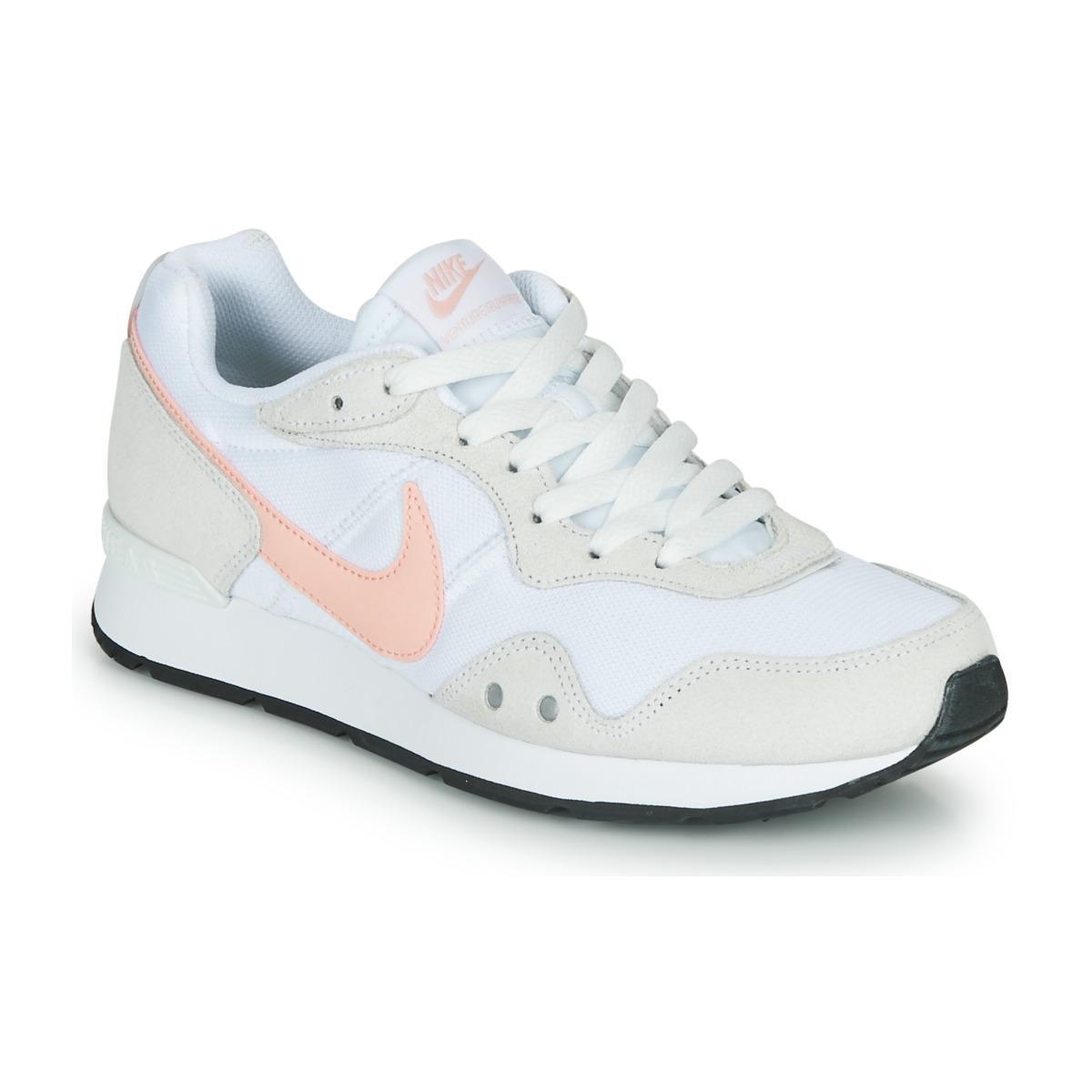 VENTURE RUNNER Chaussures Nike en coloris Blanc - 25 % de ...