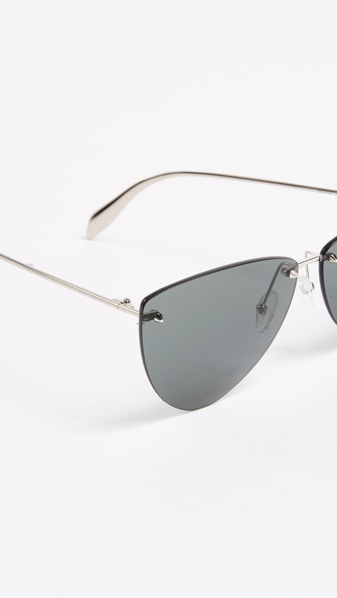 Alexander McQueen Pinched Shield Sunglasses in Silver/Grey (Grey)