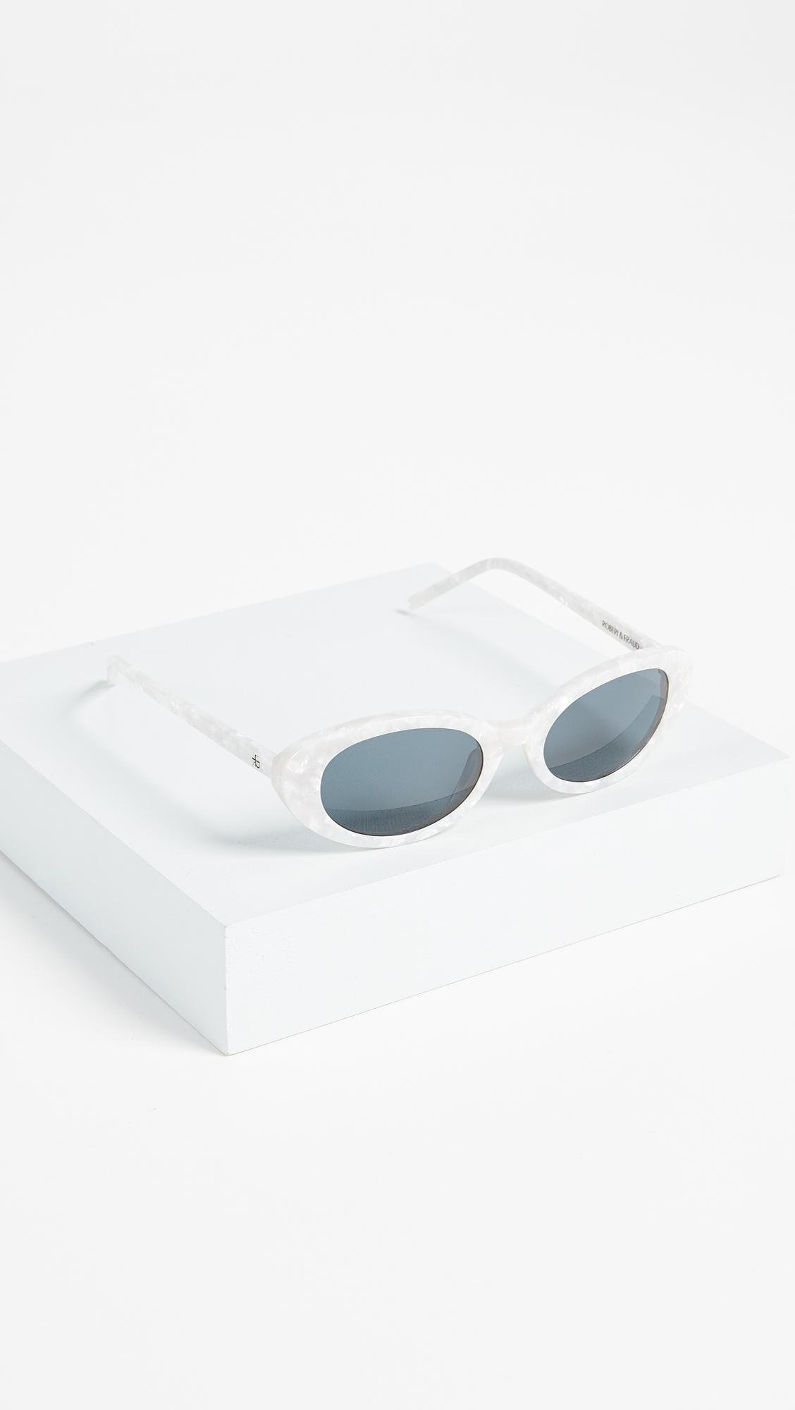 ROBERI AND FRAUD Betty Sunglasses in White/Black (White)