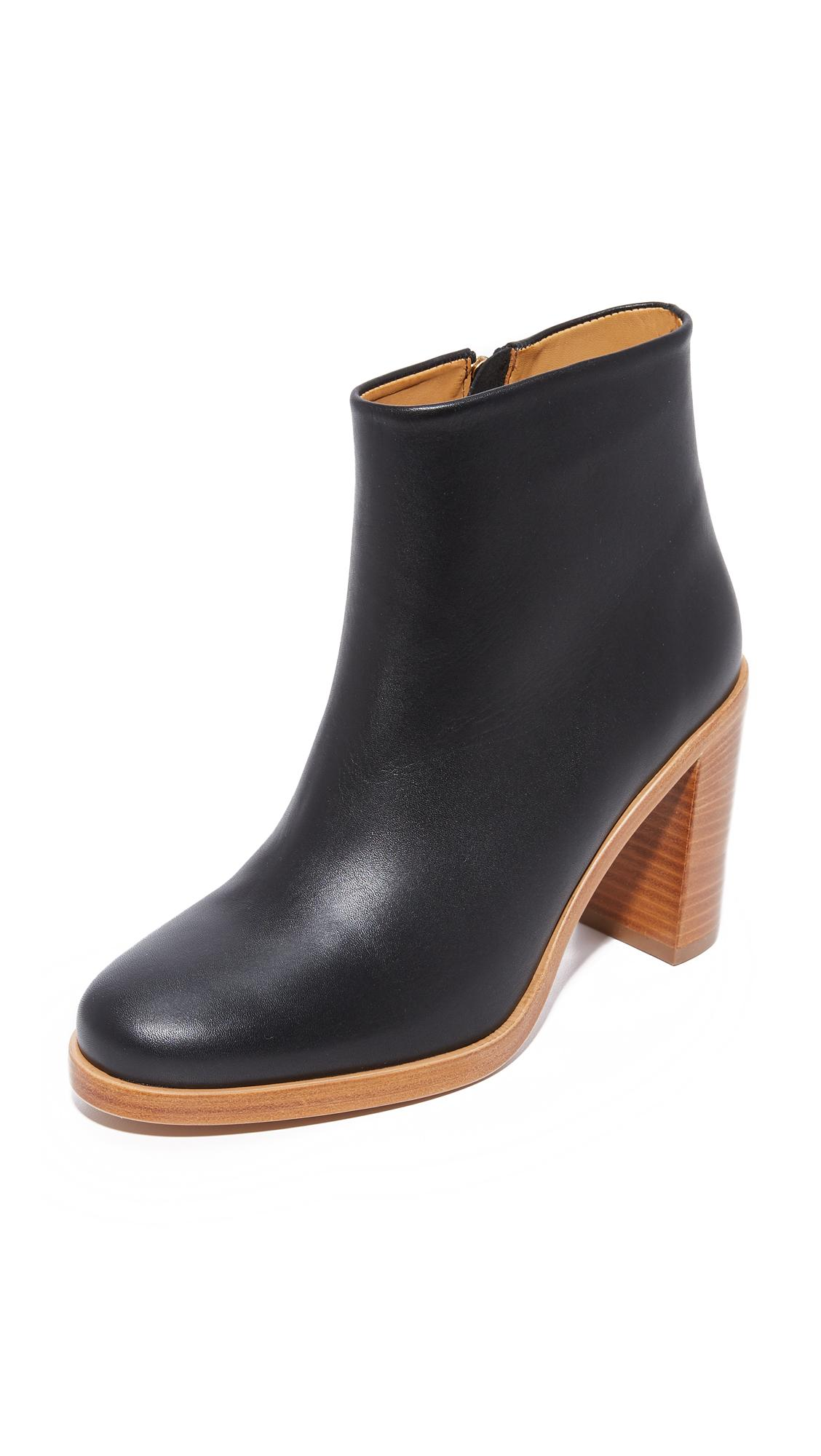 A.P.C. Leather Chic Boots in Black