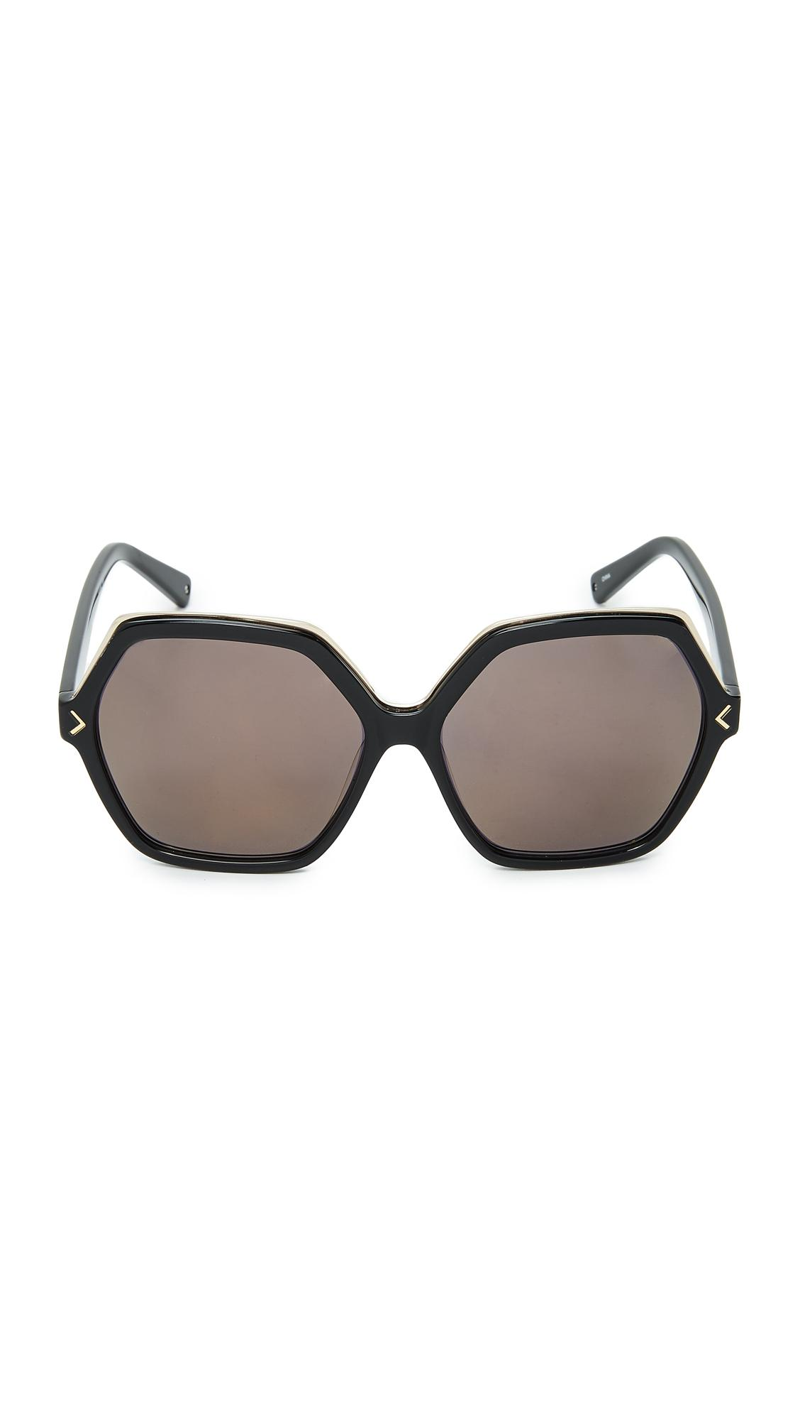 Kendall + Kylie Ludlow Sunglasses in Shiny Black/Smoke (Black)