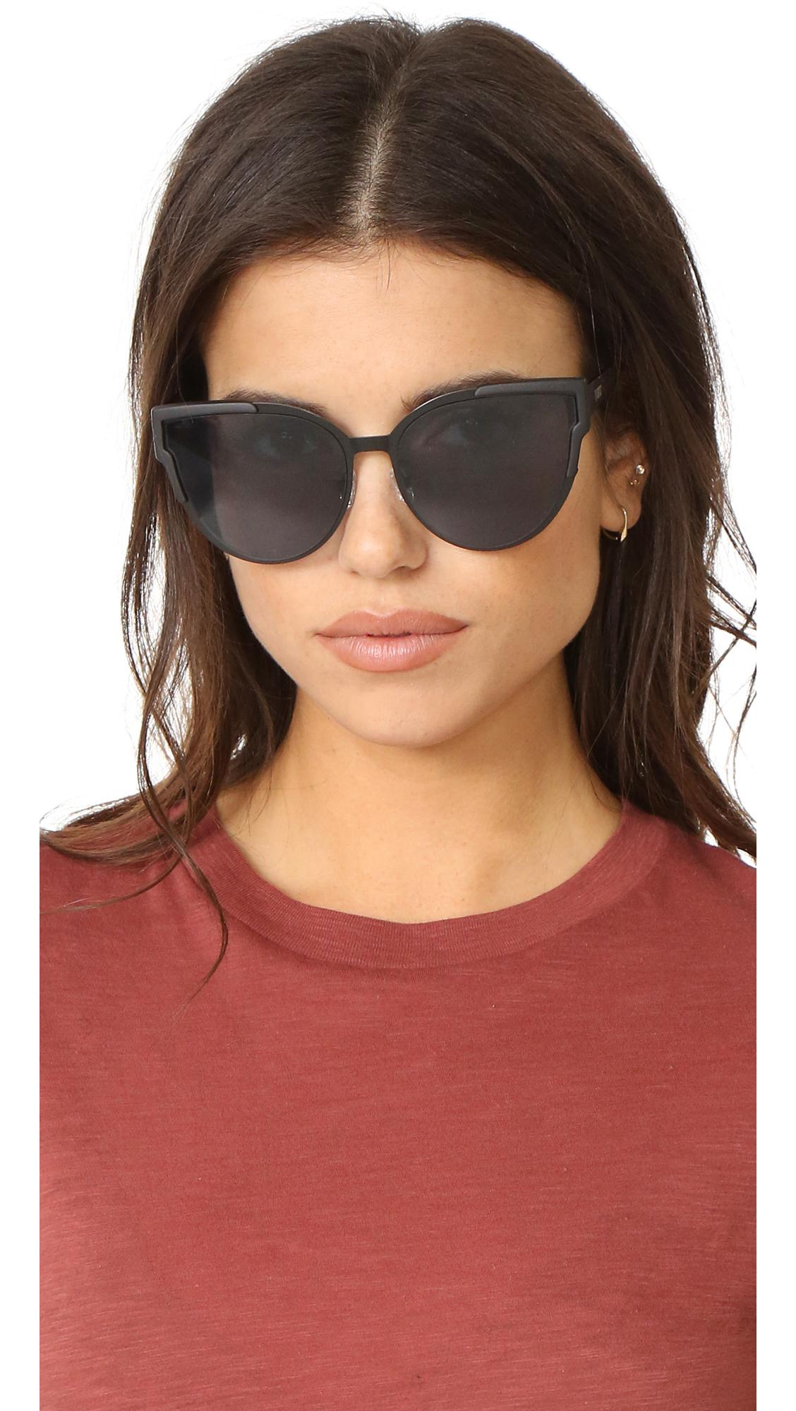 Quay Game On Sunglasses in Black/Smoke (Black)