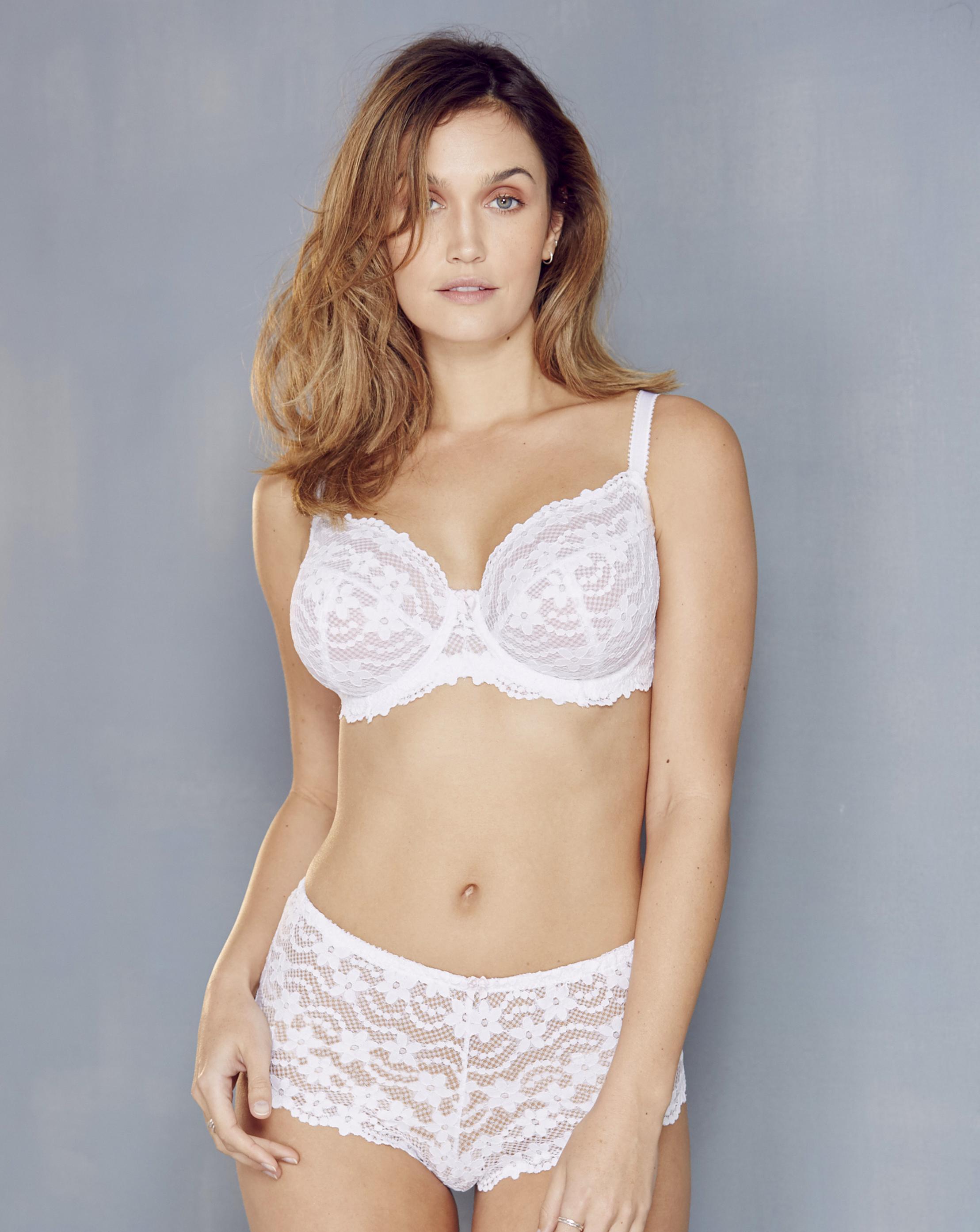 348ddaff7b55a Lyst - Simply Be Pretty Secrets Daisy Lace Full Cup Wired Bra in White