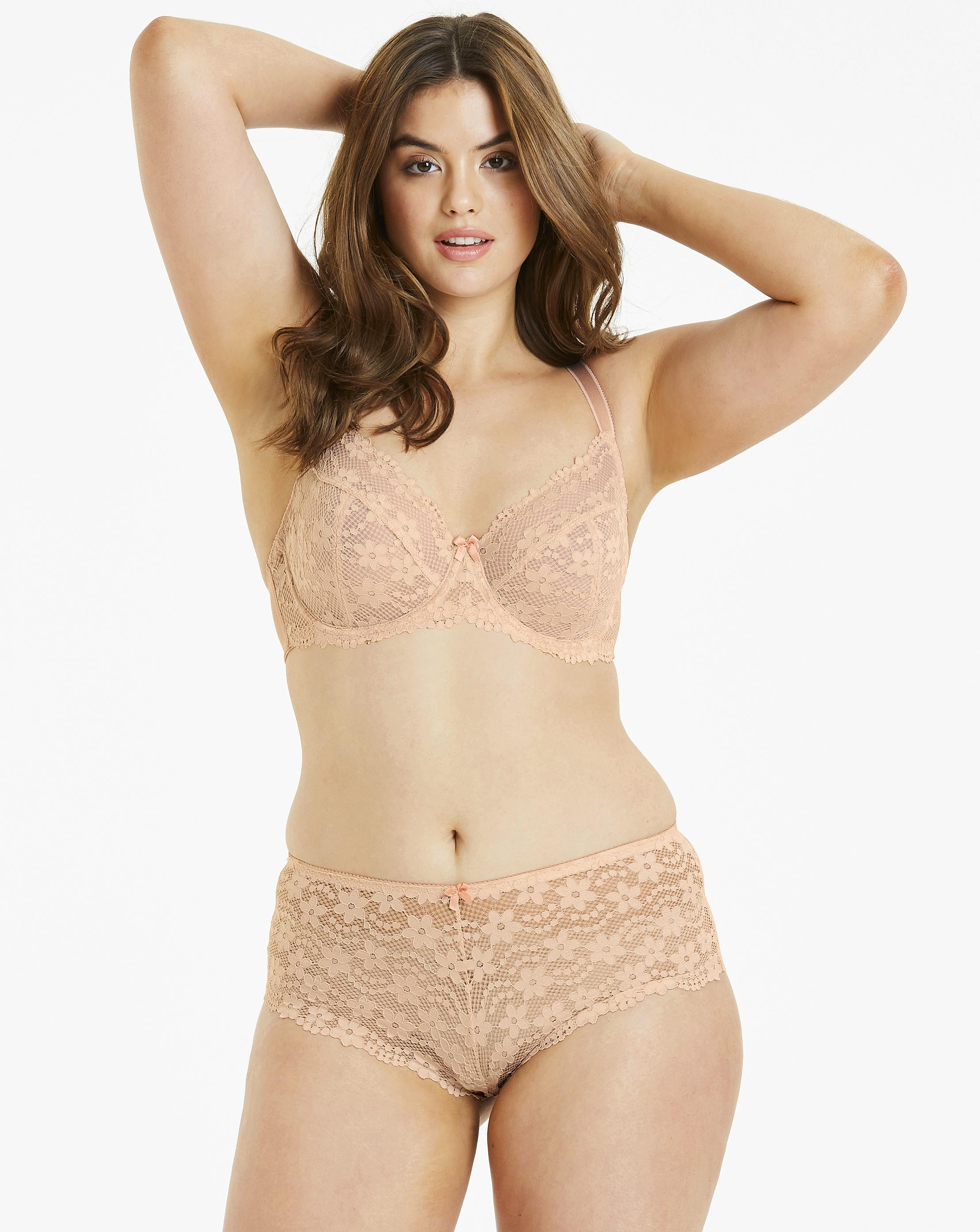 c15b98137ebe6 Lyst - Simply Be Pretty Secrets Daisy Lace Full Cup Wired Bra in Natural