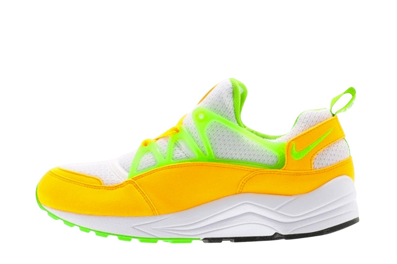 Nike Air Huarache Light in Yellow for