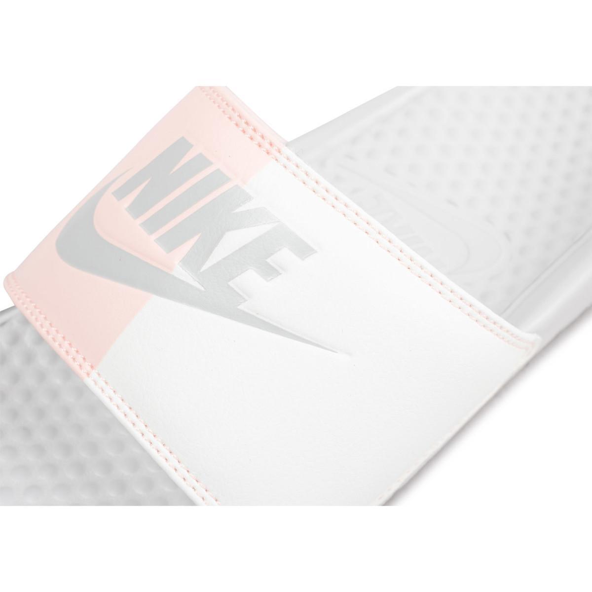 Sandales Benassi Vanillefraise femmes Claquettes en blanc Nike en coloris White