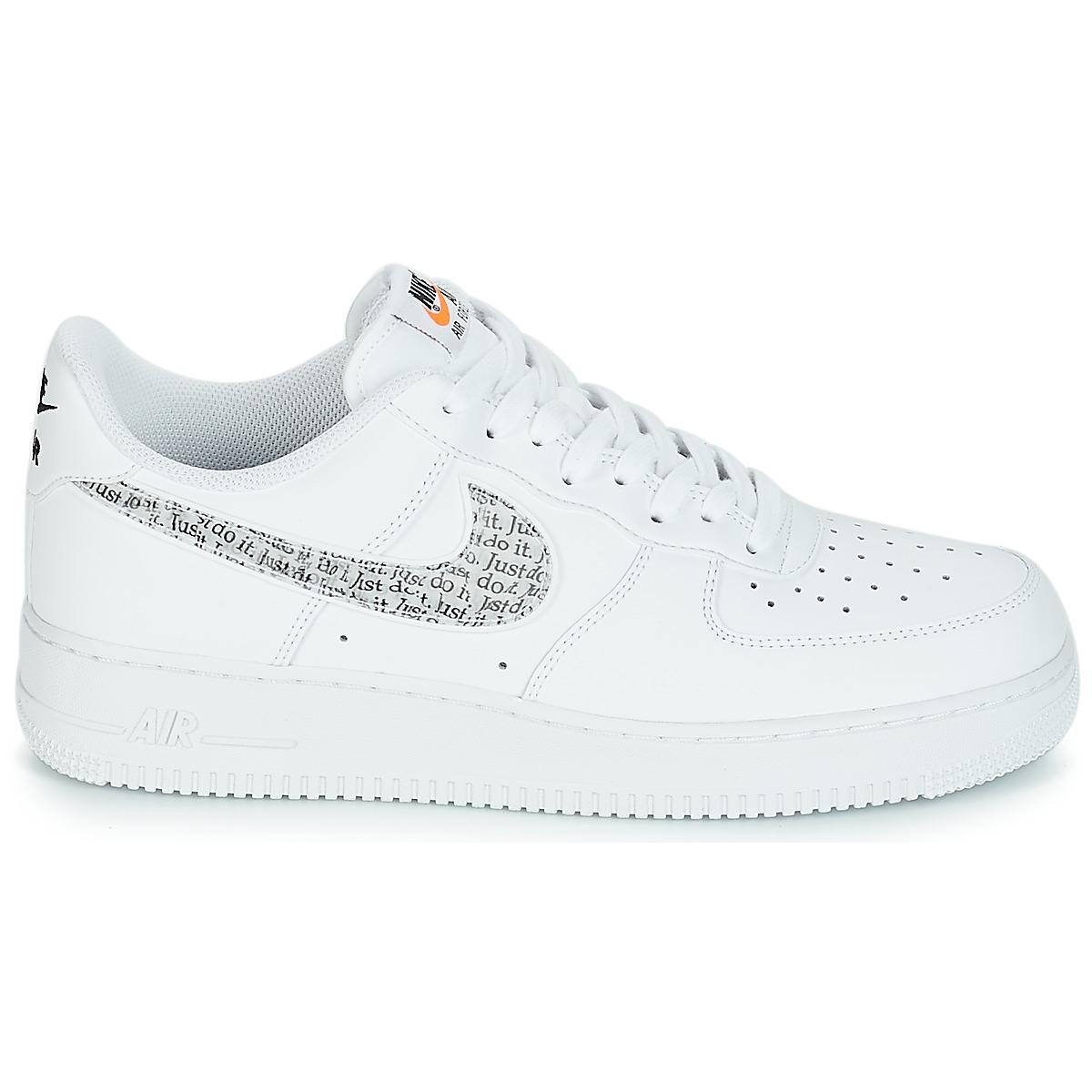 buy online baafa 0ba8c Nike - White AIR FORCE 1  07 LV8 JUST DO IT hommes Chaussures en blanc.  Afficher en plein écran