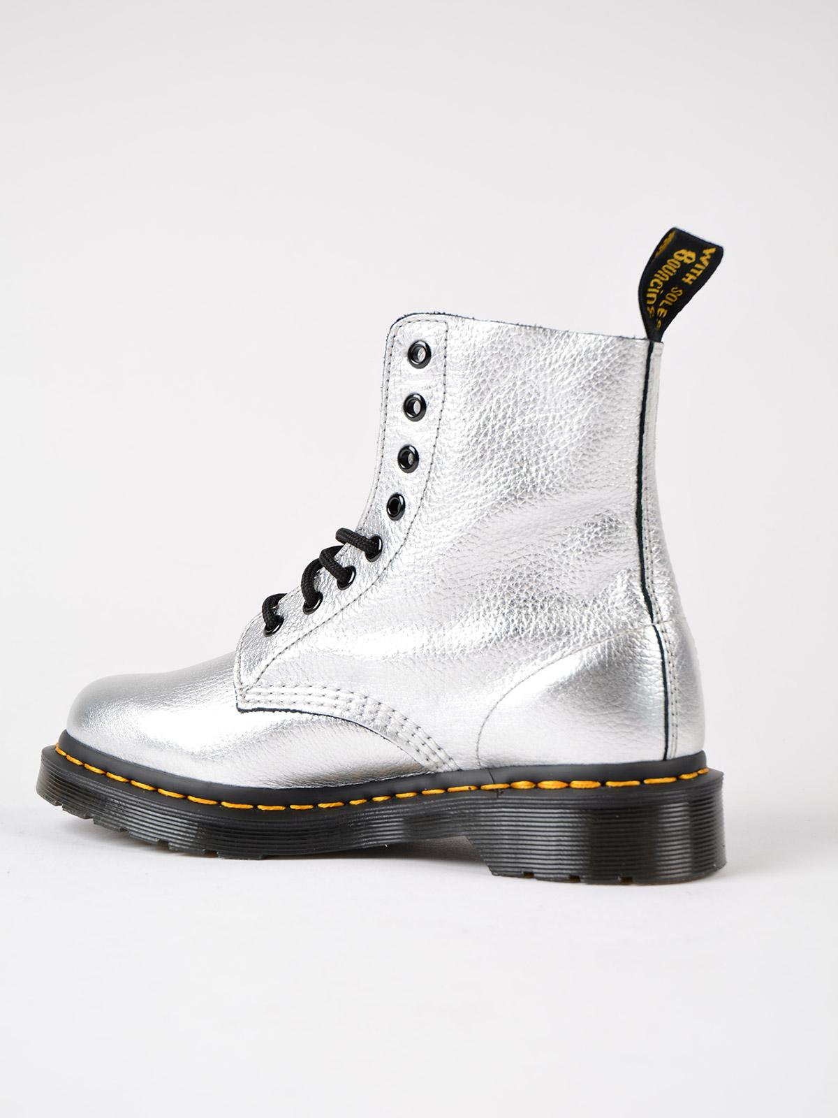 Dr. Martens Leather Boot 22502040