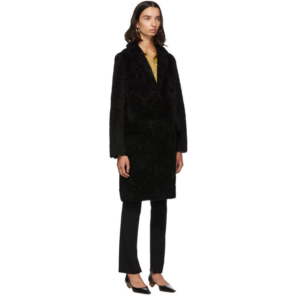 Manteau en peau retournee noir Curly Merino Meteo by Yves Salomon en coloris Noir VqzbX