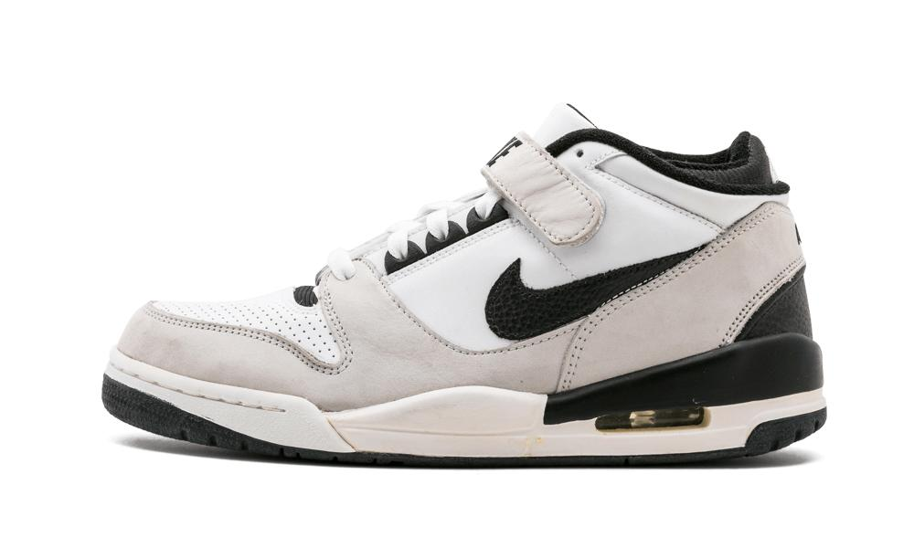 Nike Air Revolution Mid in White for