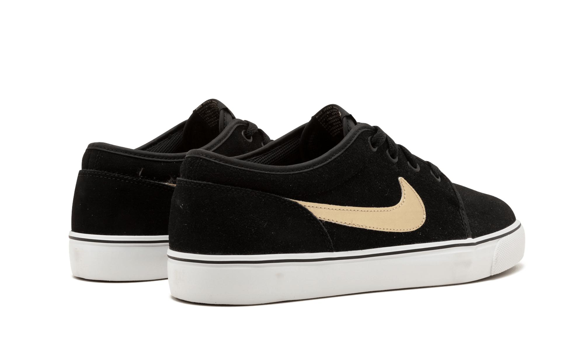 41d281b11f97 Nike Toki Low Leather in Black for Men - Lyst
