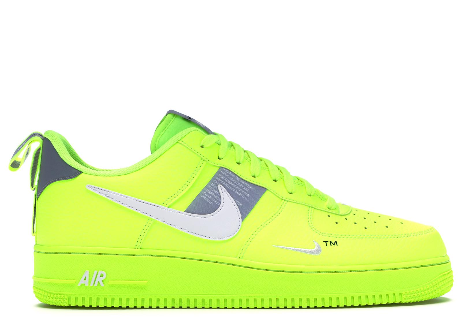 Nike Air Force 1 Utility Volt 2 in