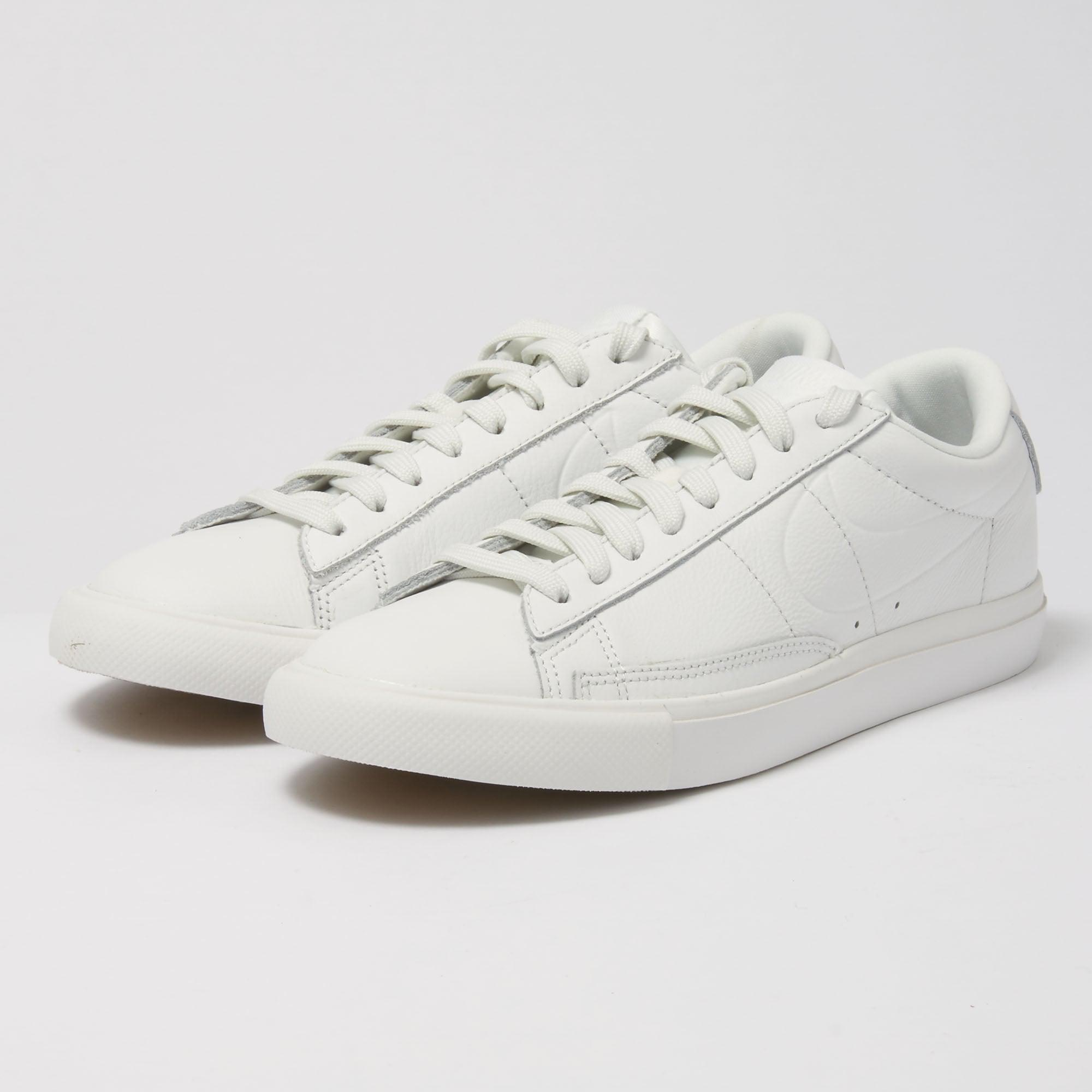 new arrival 94db6 d6f01 Nike White Blazer Low Fitness Shoes for men