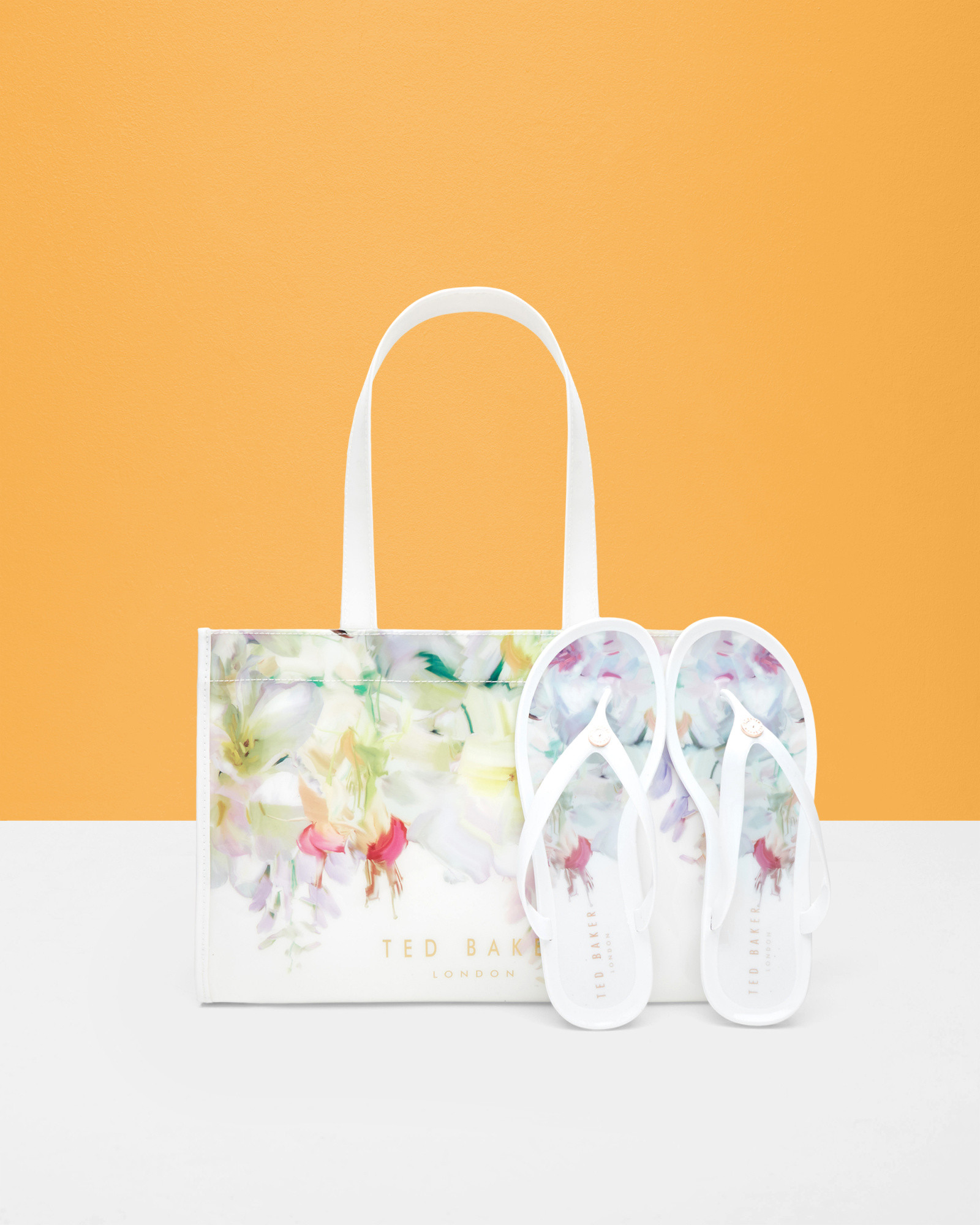 fb3e12326f140f Ted Baker Hanging Gardens Flip Flop And Bag Set in White - Lyst