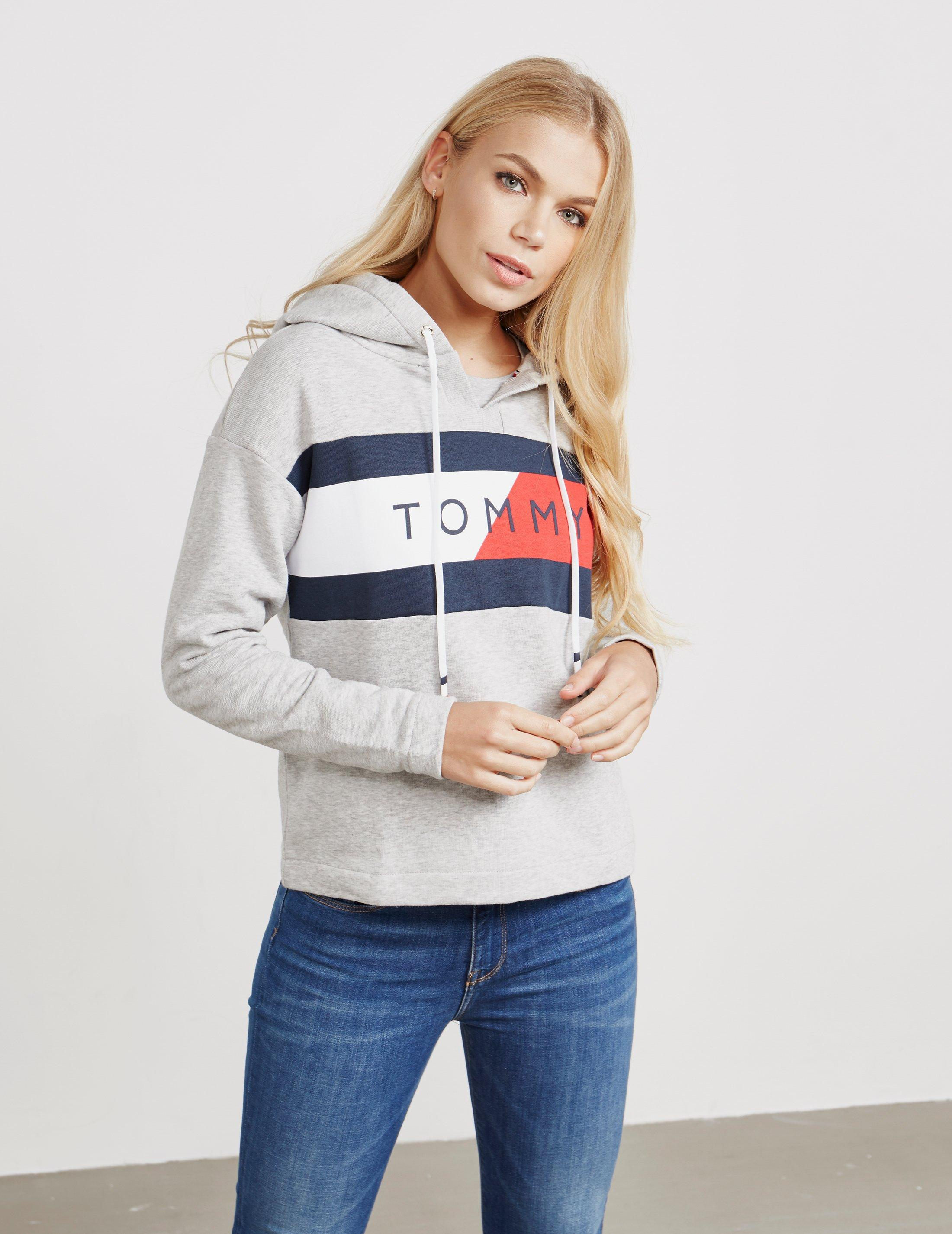 8677e953c2d Tommy Hilfiger Athletic Logo Flag Overhead Hoodie Grey in Gray - Lyst