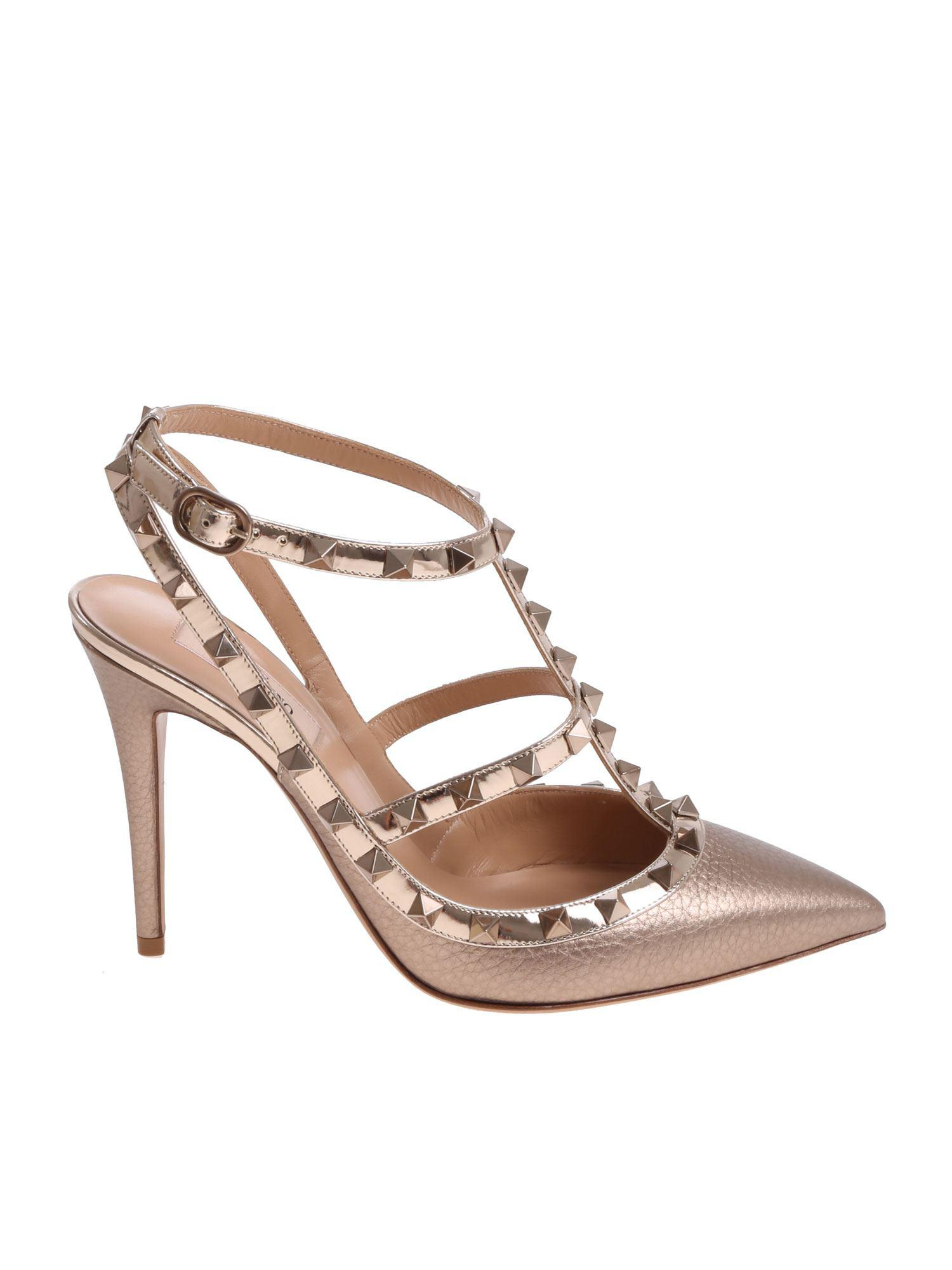 aae69a382ccc Lyst - Valentino Nude Rockstud Leather Pumps in Natural