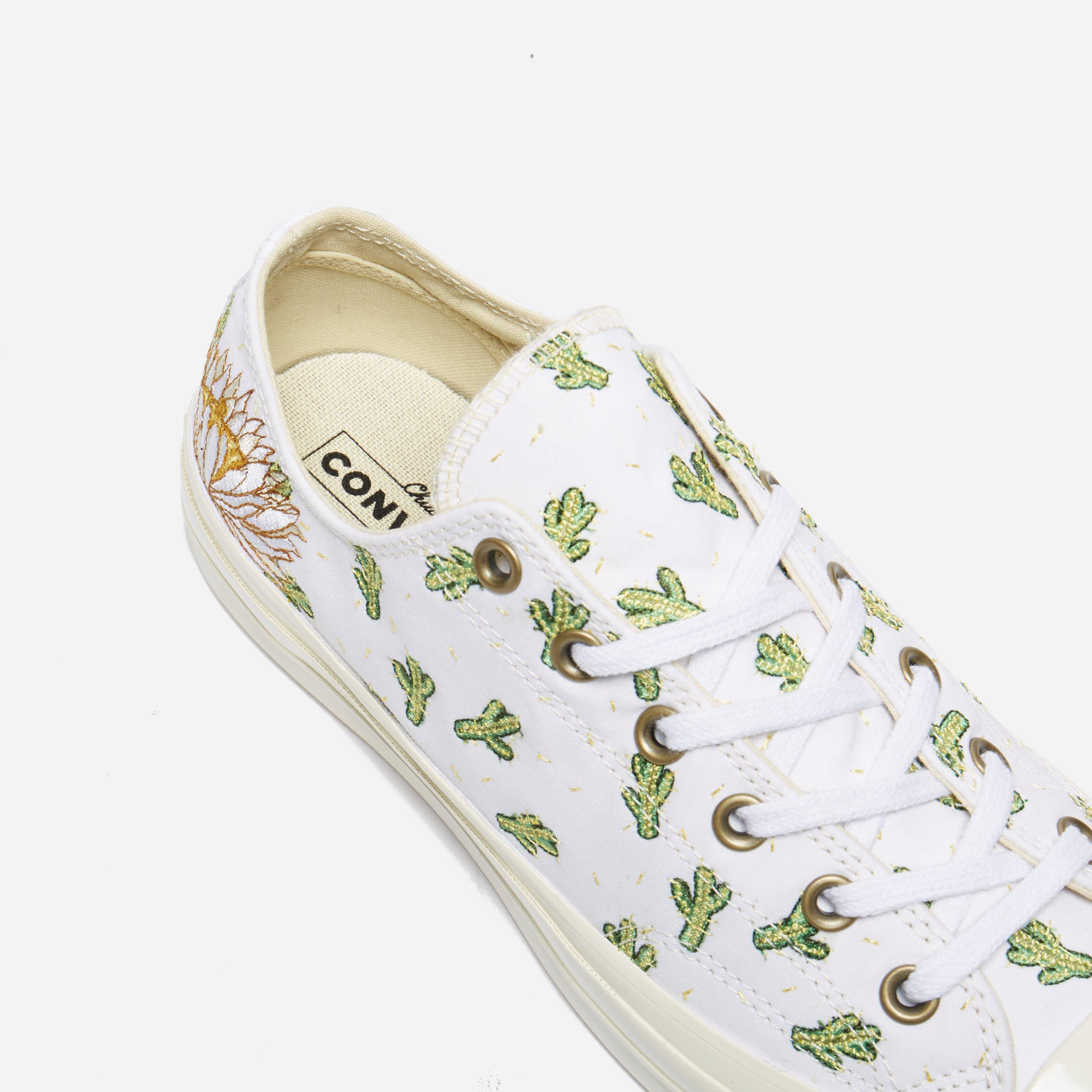 911be7ac9bc2 Gallery. Previously sold at  The Hip Store · Women s Converse Chuck Taylor  Men s Converse Chuck Taylor All Star ...