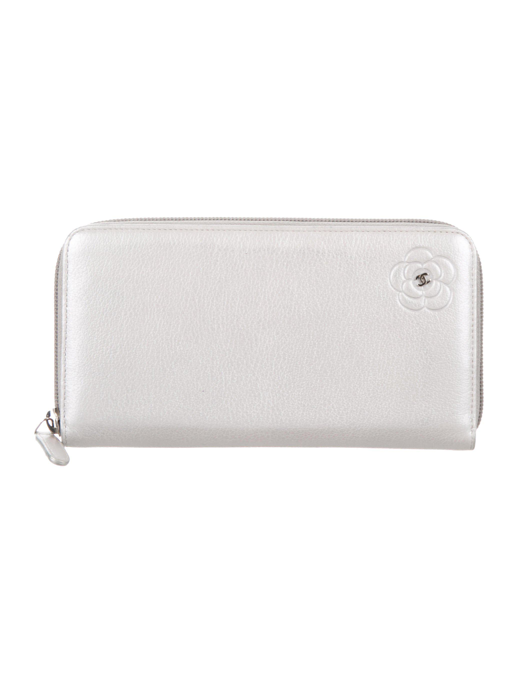 33c49a3acdf1 Lyst - Chanel Camellia Zip Wallet Silver in Metallic